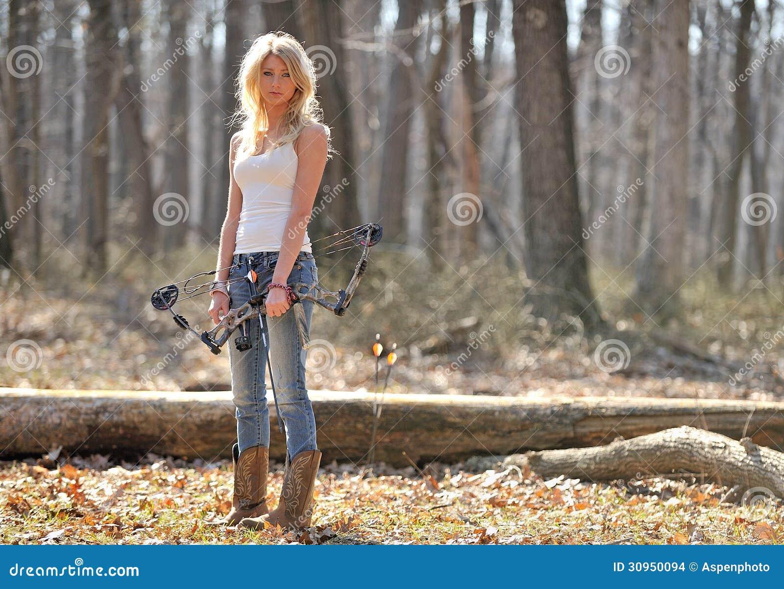 惊人的白肤金发的女性射手