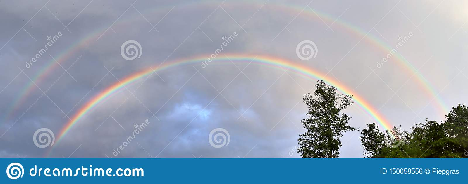 惊人自然双重彩虹加上超编人员的弓看在一个湖在北德国