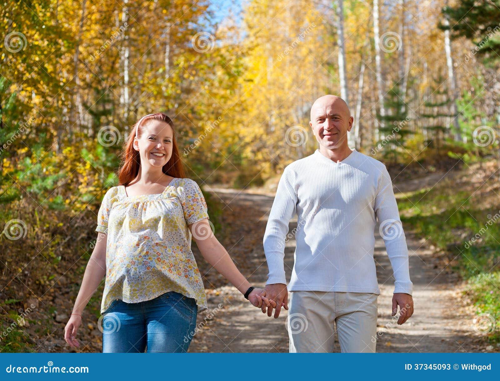 愉快的丈夫和妻子