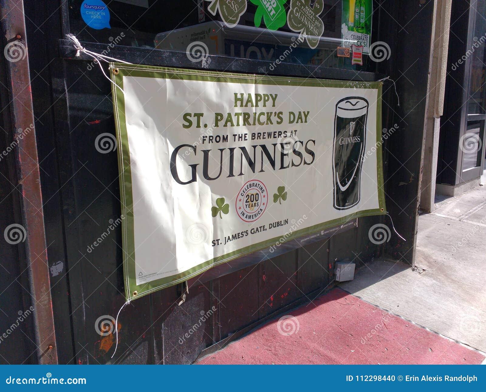 愉快的圣帕特里克` s天横幅,爱尔兰客栈, NYC, NY,美国