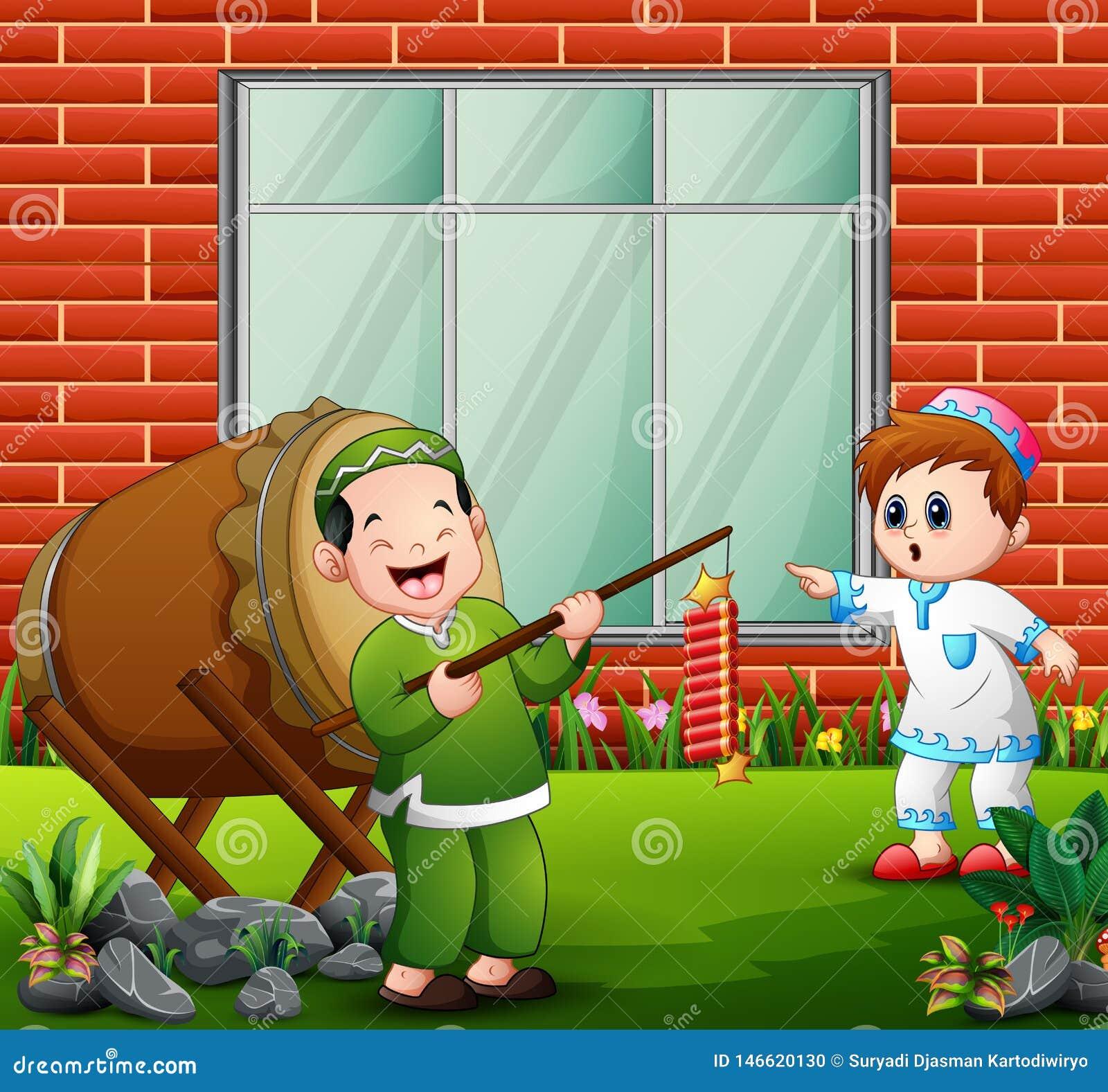 愉快的孩子为与爆竹的eid穆巴拉克庆祝