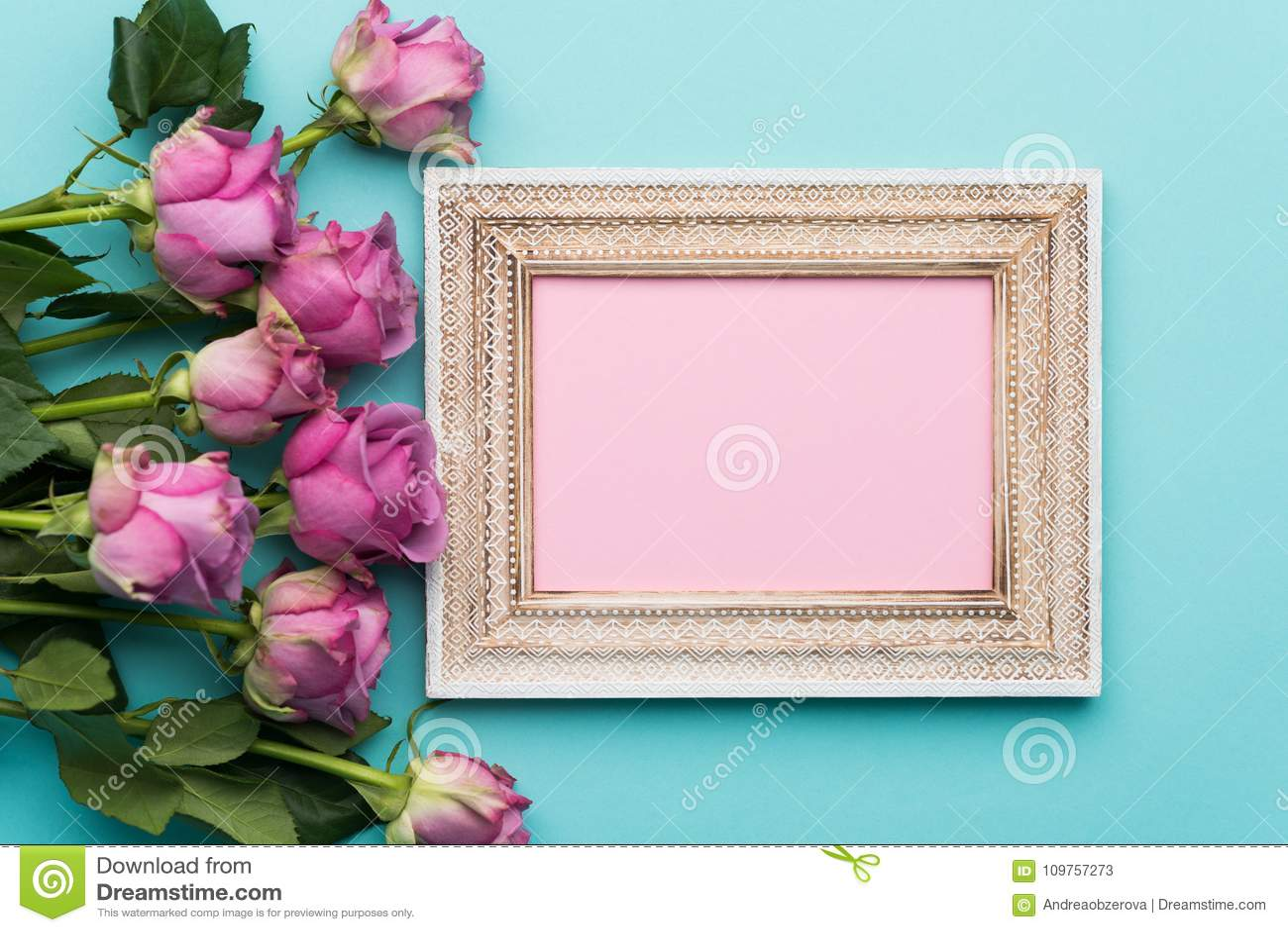 愉快的母亲` s天,妇女` s天,华伦泰` s天或生日舱内甲板放置背景 美好的画框,新鲜的桃红色玫瑰