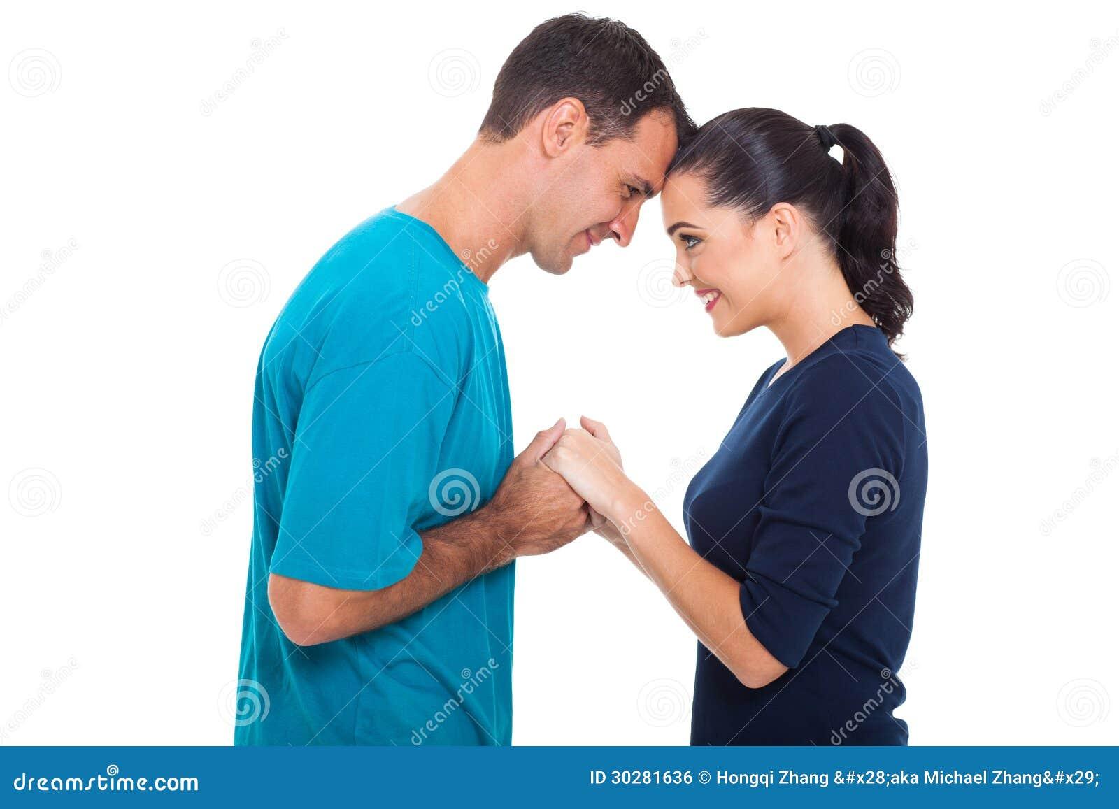 握手的夫妇