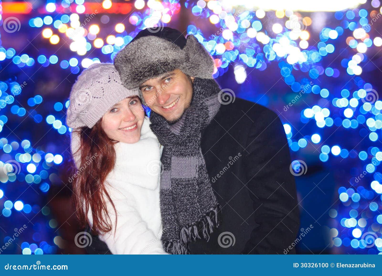 愉快的年轻夫妇
