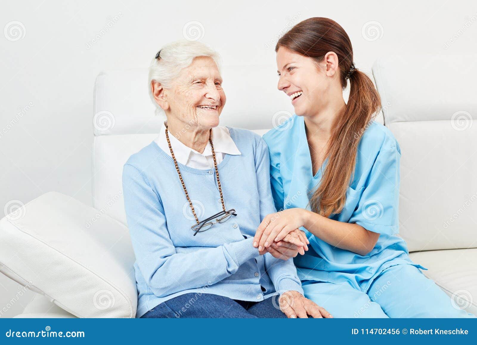 愉快资深和护士