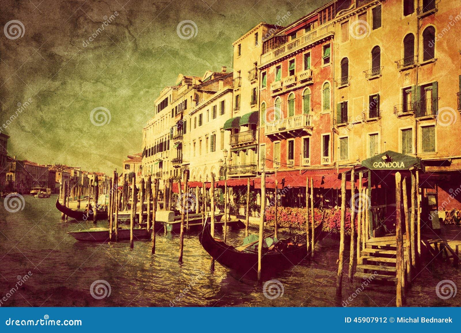 意大利威尼斯 在大运河的长平底船
