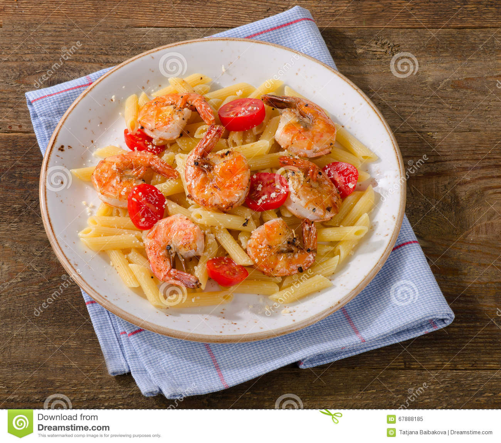意大利面团用虾和蕃茄