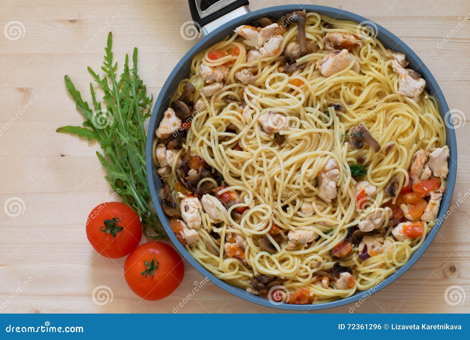 意大利面食和蕃茄
