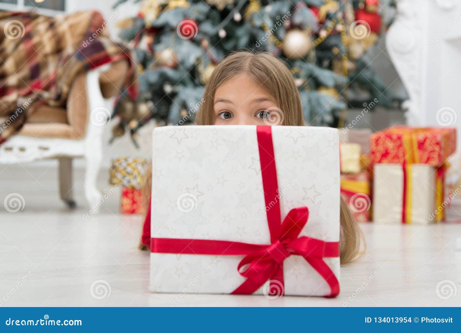 愿您的圣诞节充满快乐的噪声 xmas网络购物 家庭假日 圣诞树和存在 愉快