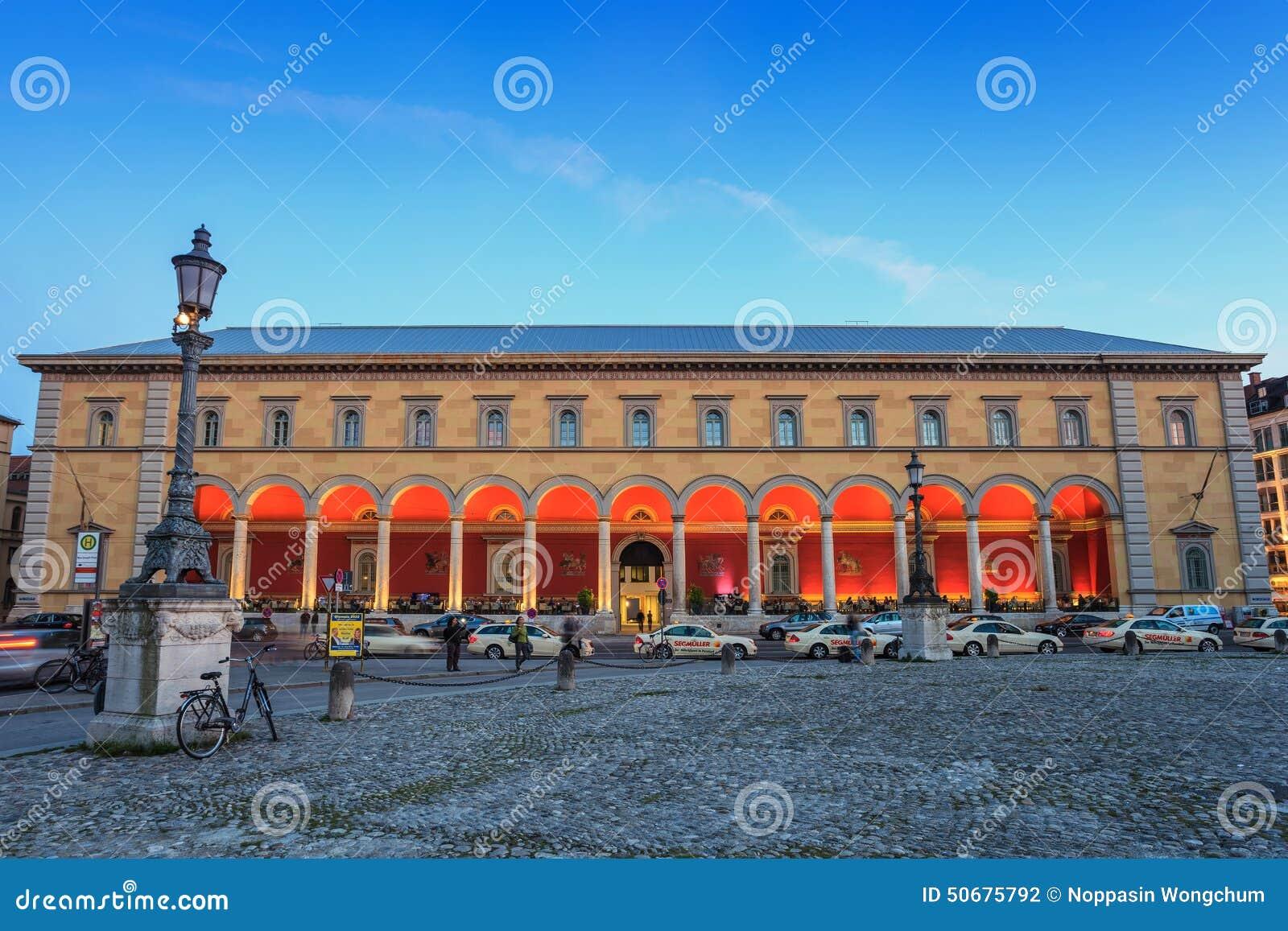 Download 慕尼黑,德国歌剧院 图库摄影片. 图片 包括有 歌剧, 欧洲, 地标, 布琼布拉, 晚上, 房子, 旅行 - 50675792