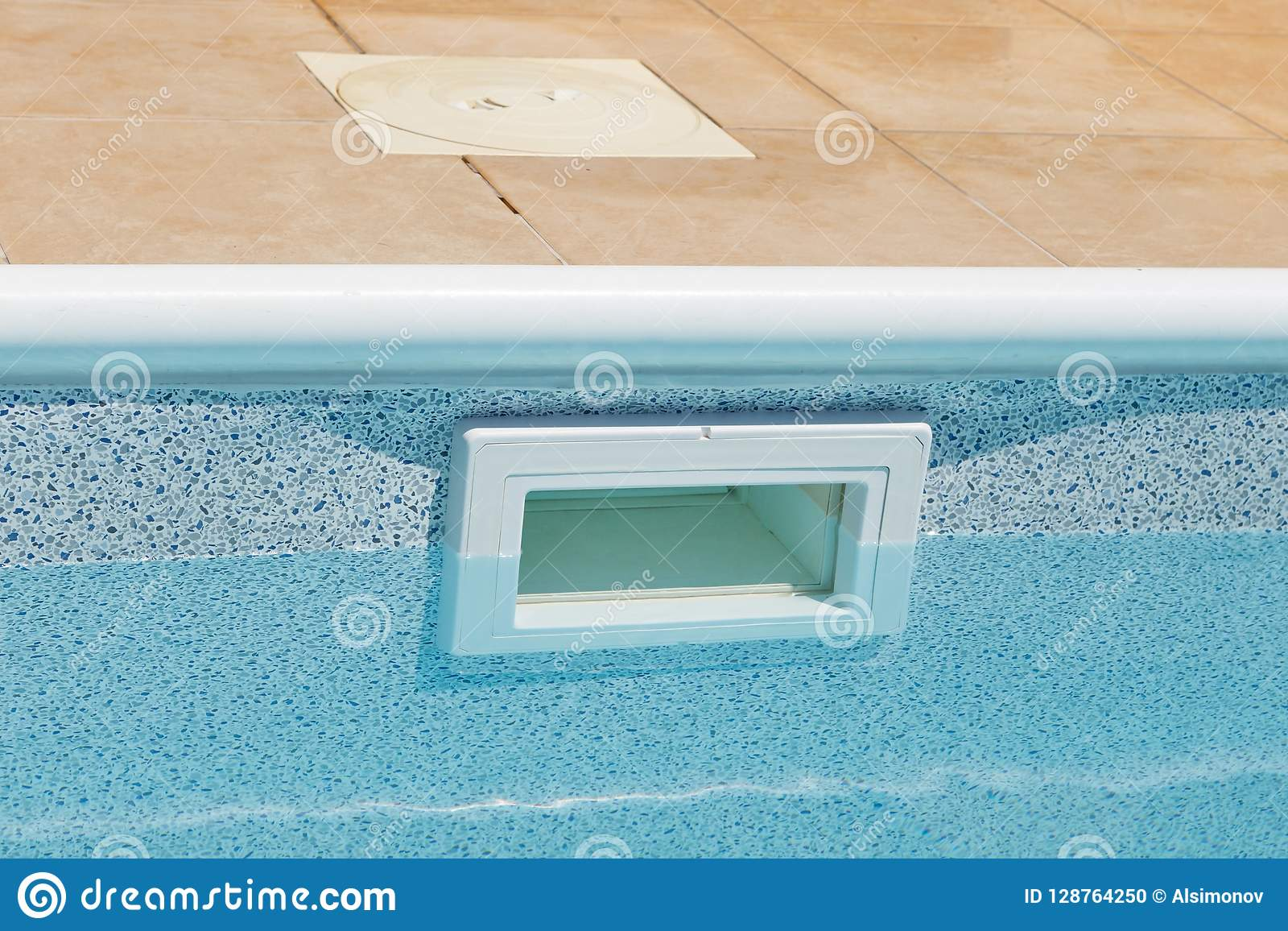 成水平在地面漏杓上的水宽嘴