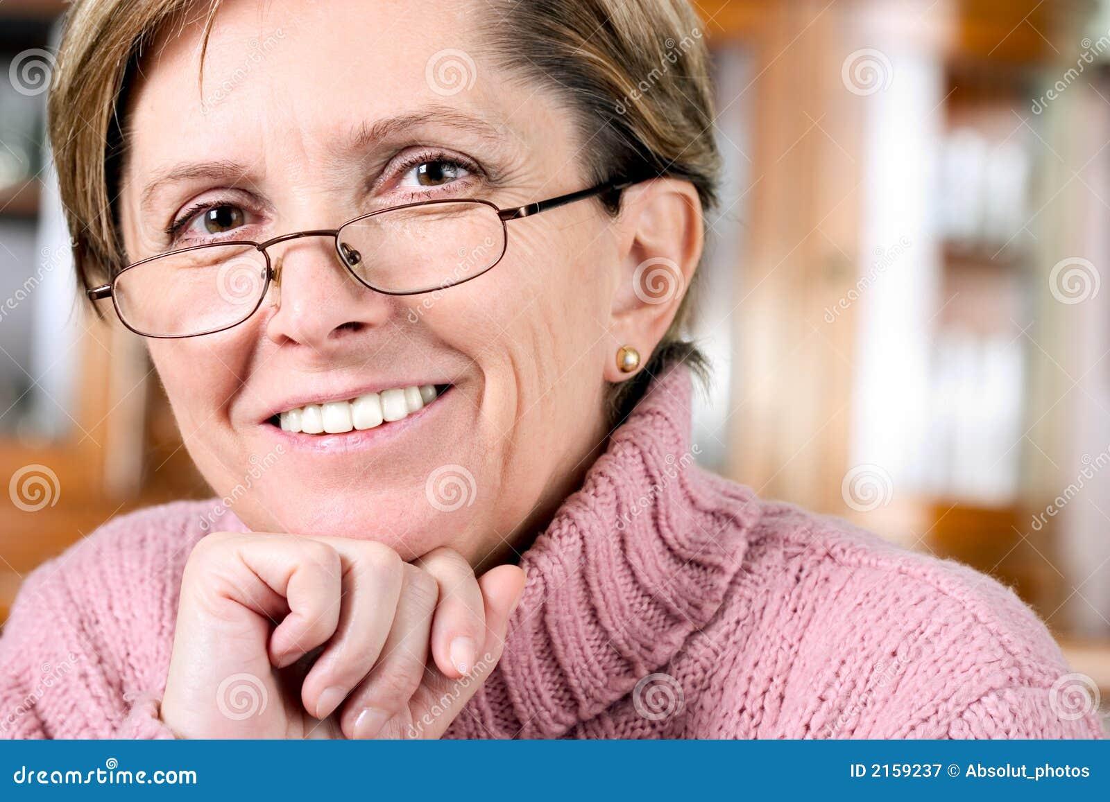 成熟微笑妇女