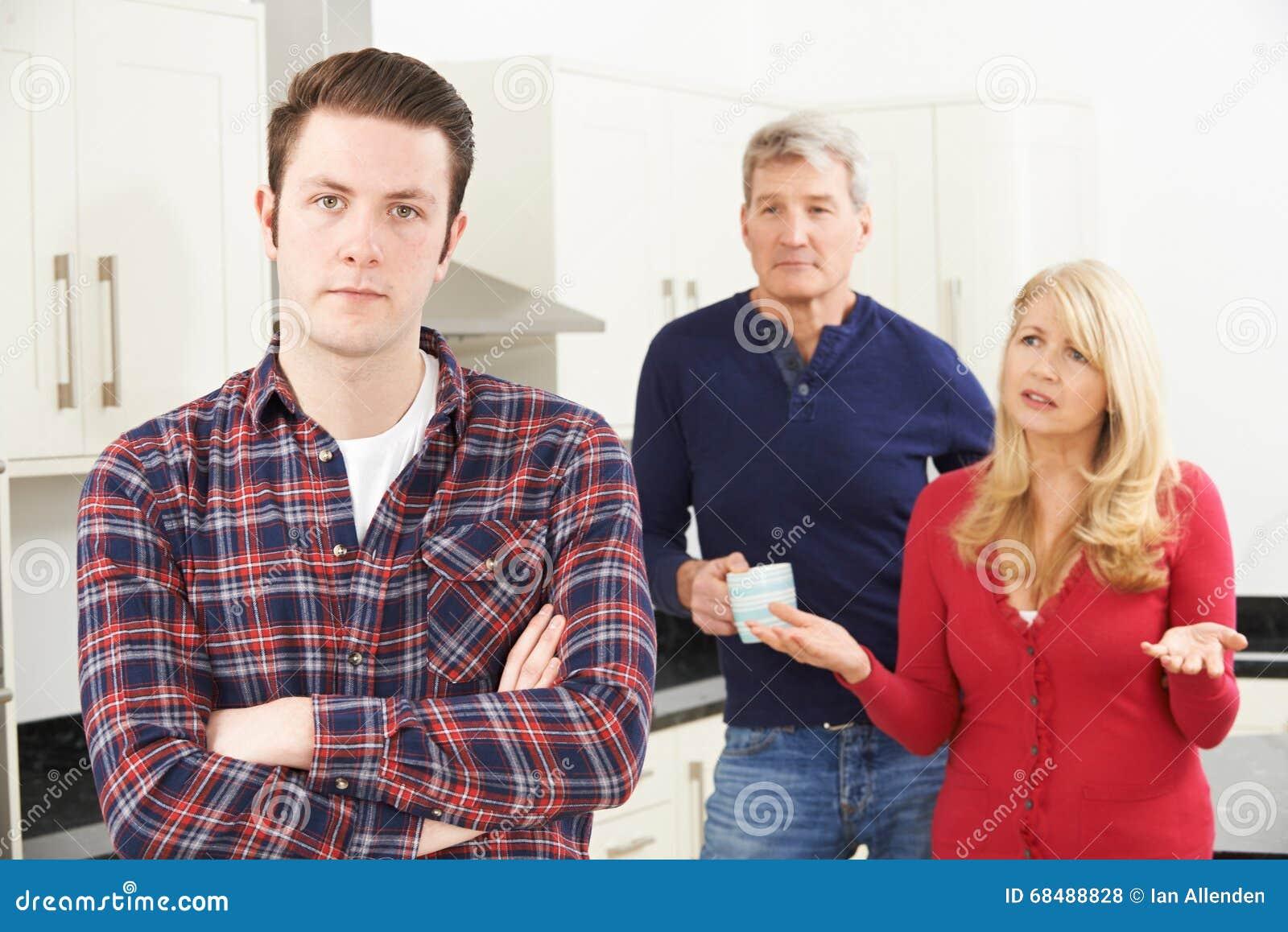 成熟父母挫败与在家居住成人的儿子