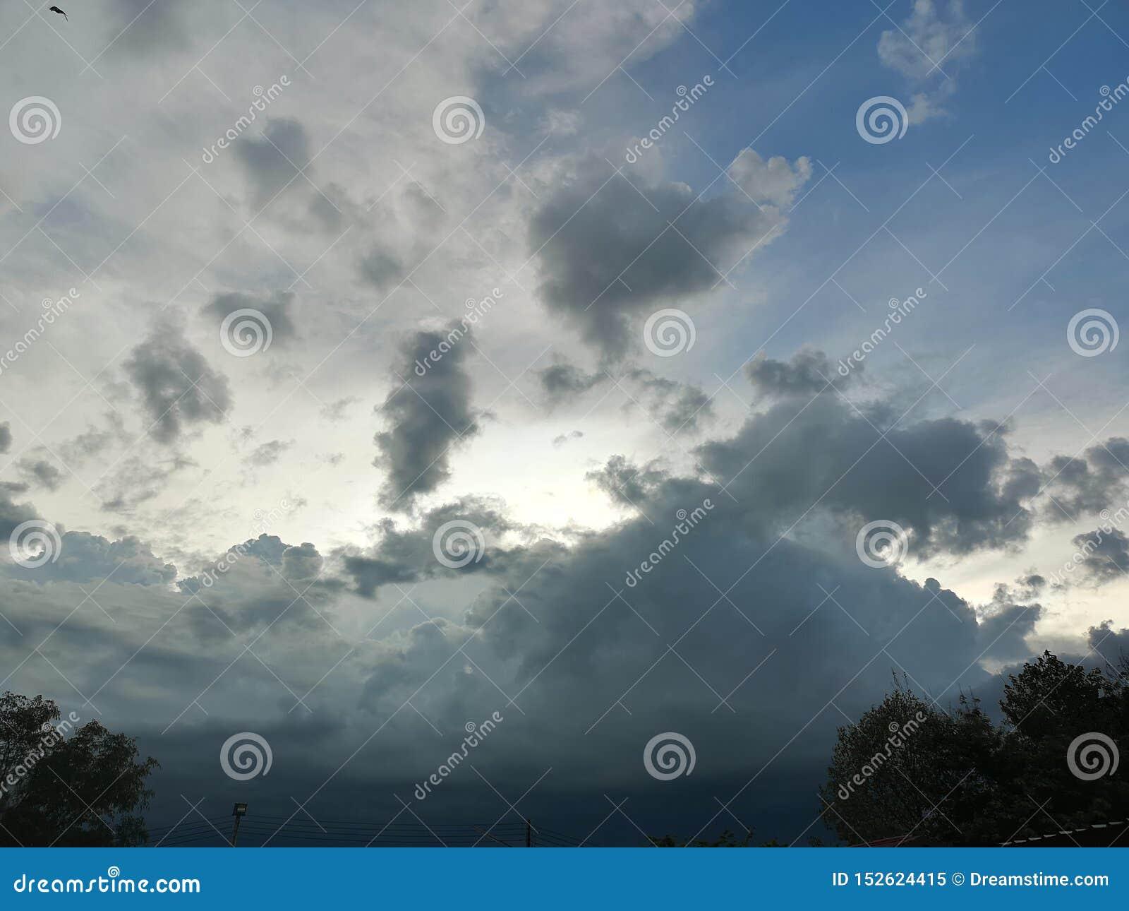 我希望哭泣的那朵云彩