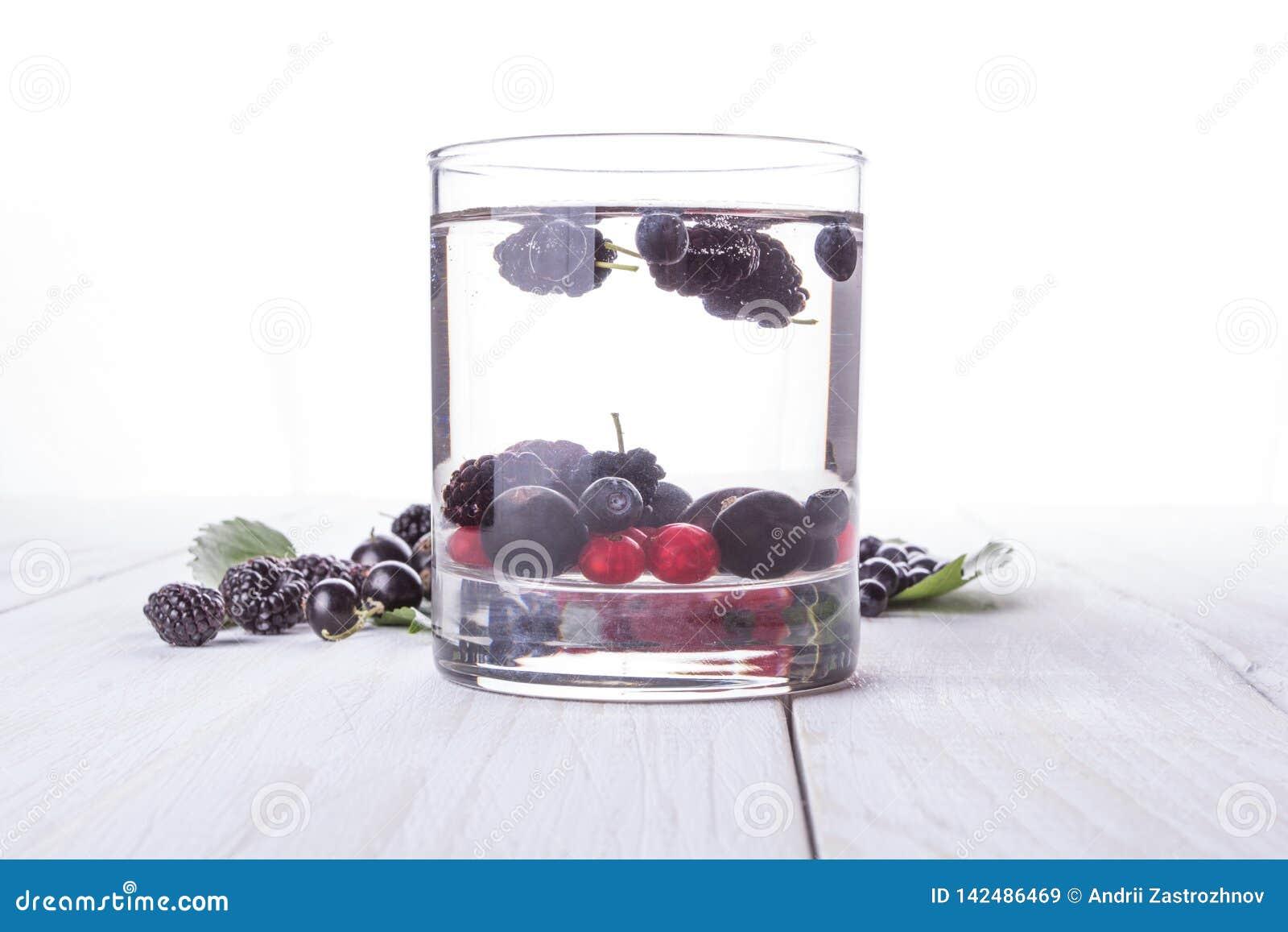 戒毒所莓果水 桑树,越桔,无核小葡萄干