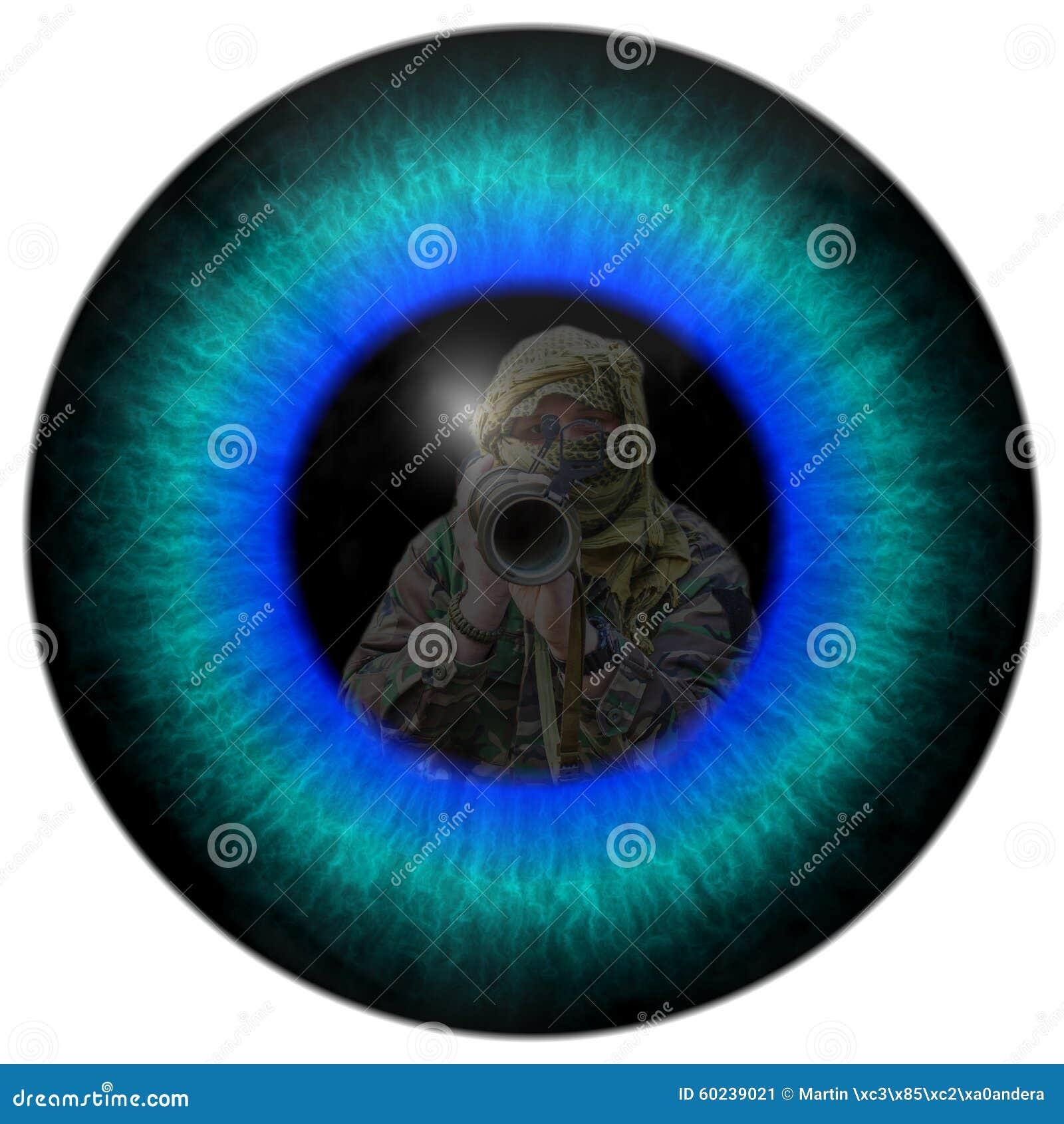 战争的眼睛 观点的战争的一位战士 与敌人的战斗 详细的神色到战争的眼睛里