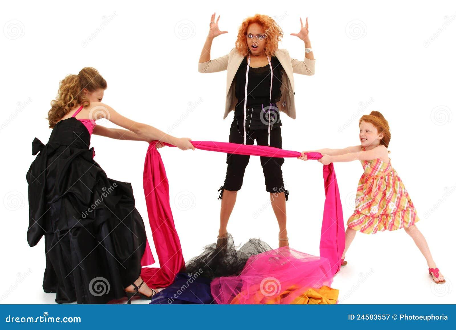 战斗在礼服设计员的壮丽的场面女孩