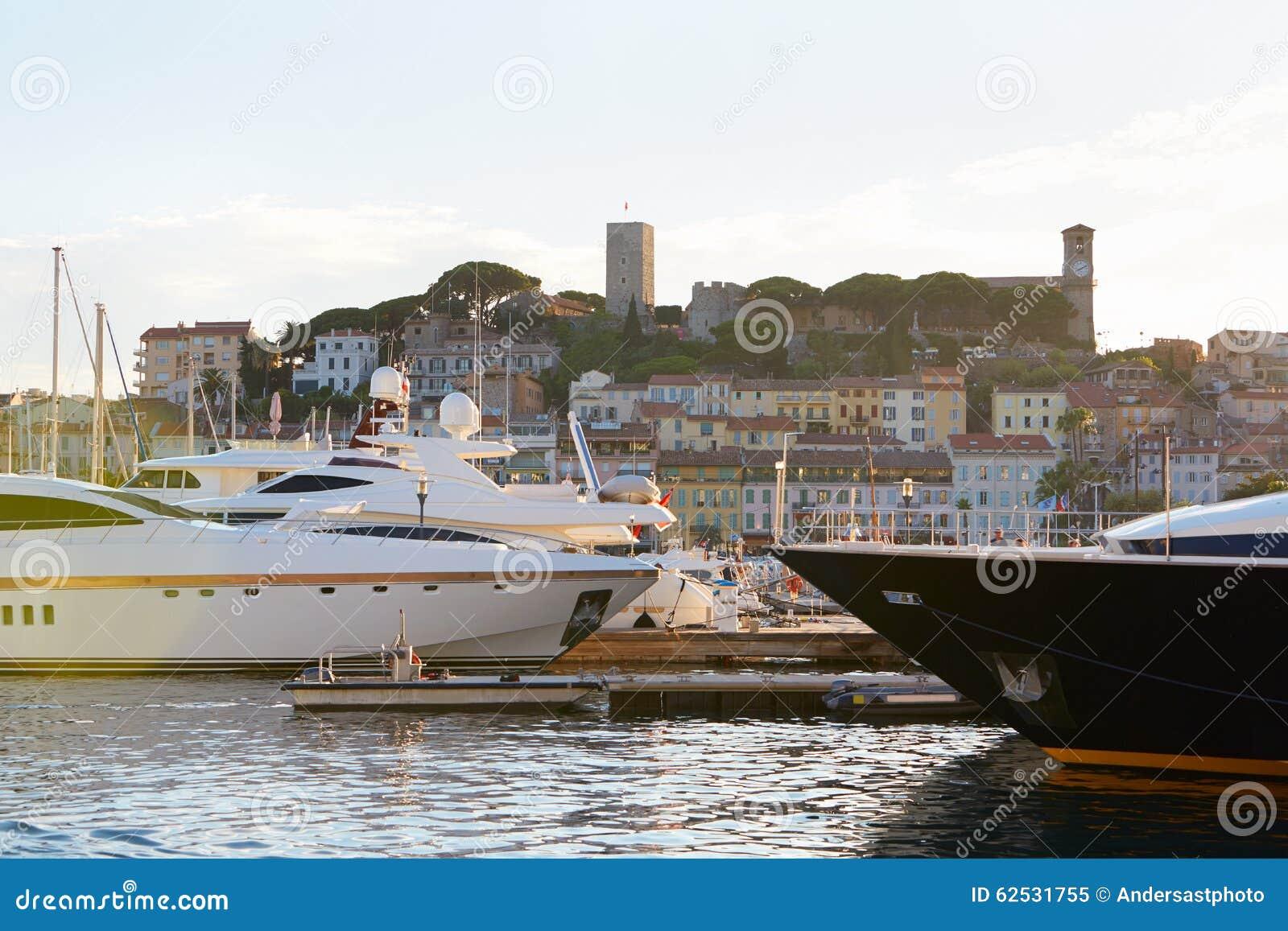 戛纳Le Suquet老镇视图老港口,法国