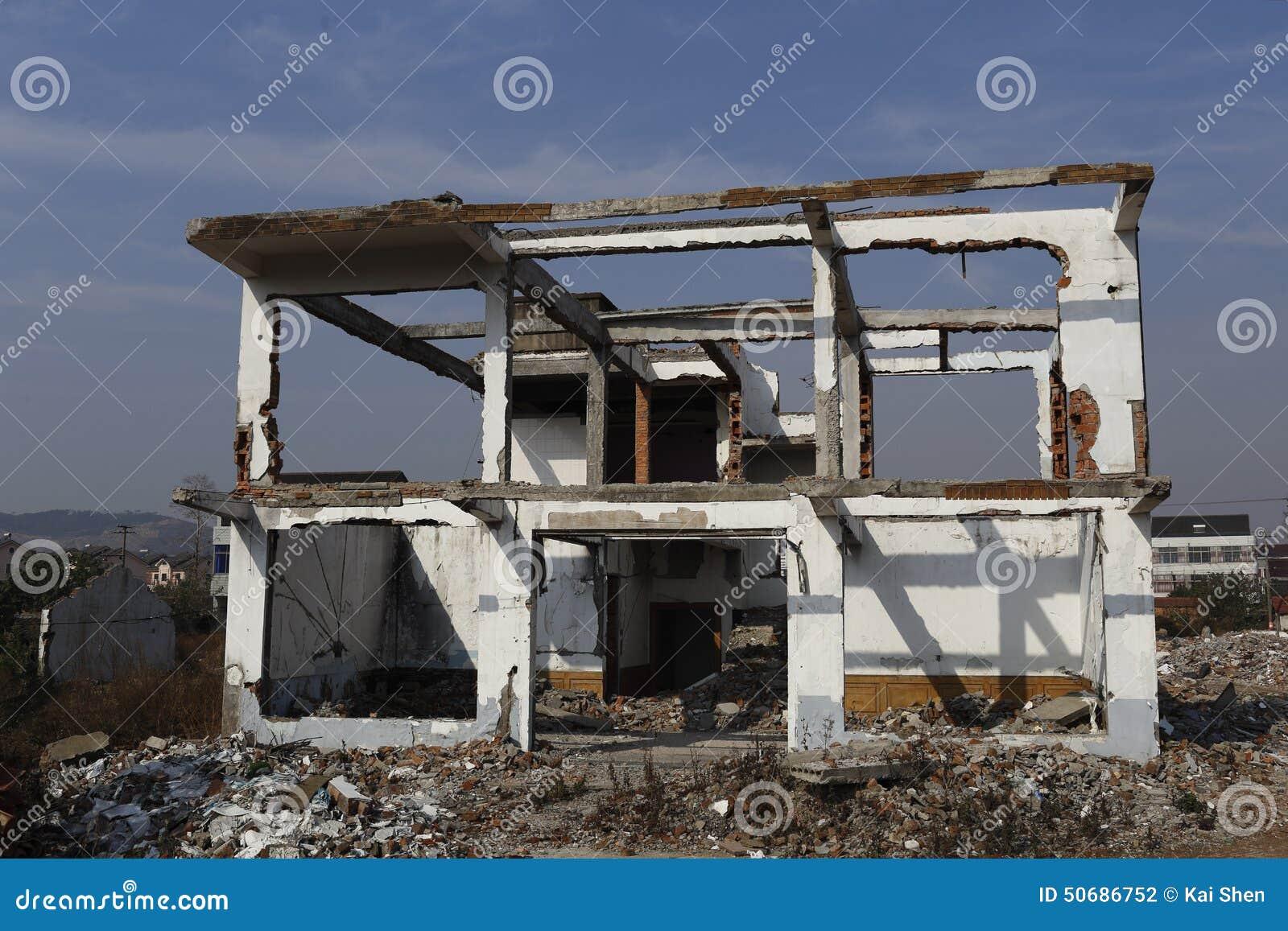 Download 房子是仅被拆毁的框架,新房再将被修造 库存照片. 图片 包括有 垃圾, 趟过, 建筑, 的主动脉, 起重机 - 50686752