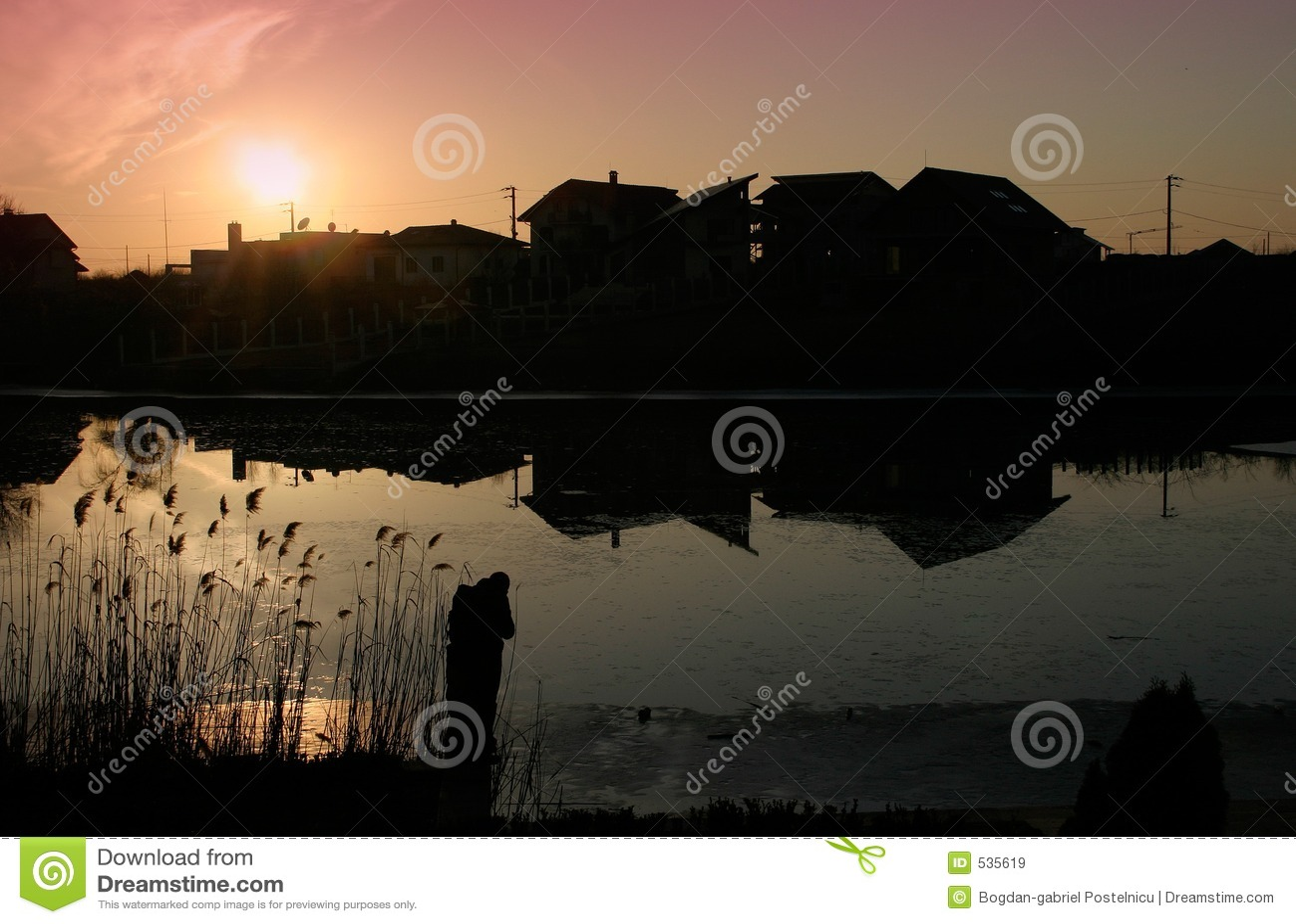 Download 房子 库存图片. 图片 包括有 晒裂, 日落, 邻里, 反映, 剪影, 捕鱼, 房子, beautifuler - 535619