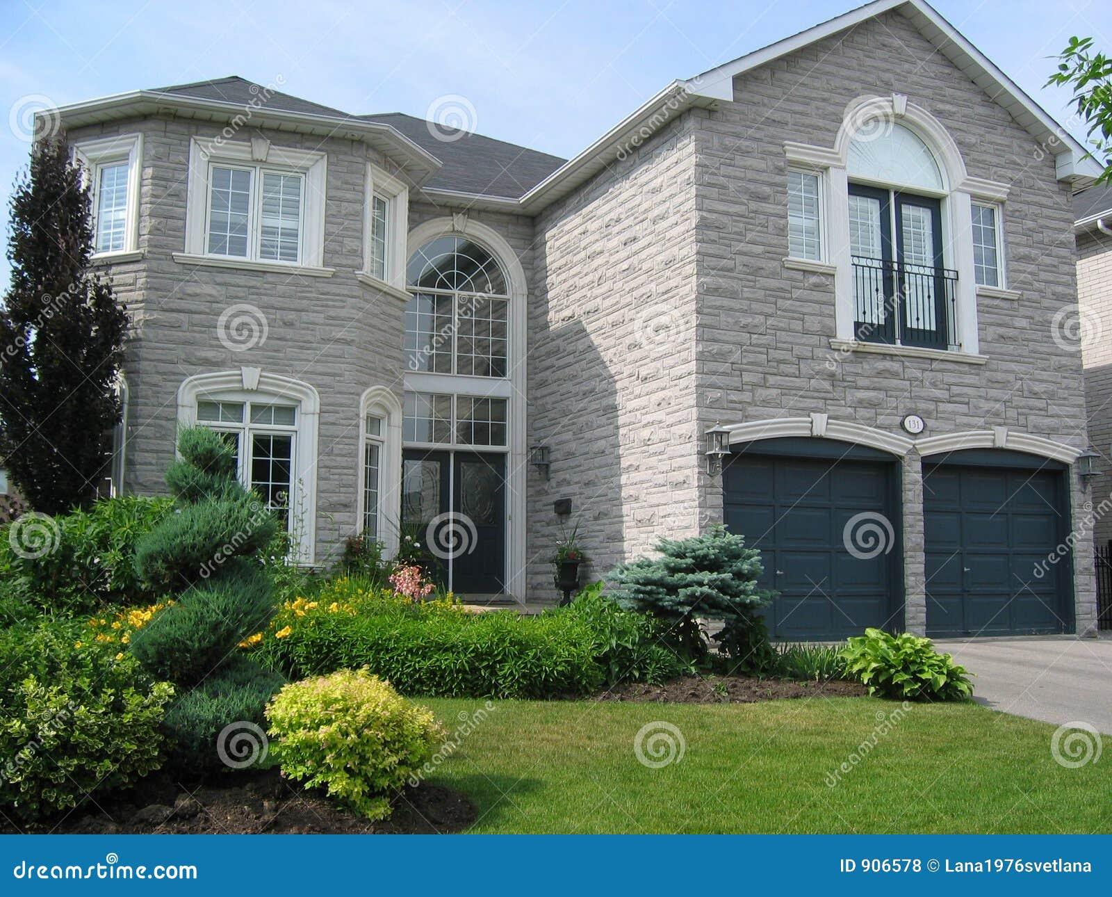 如果设计一套房子及装修要多少钱。要有泳池和车库的。