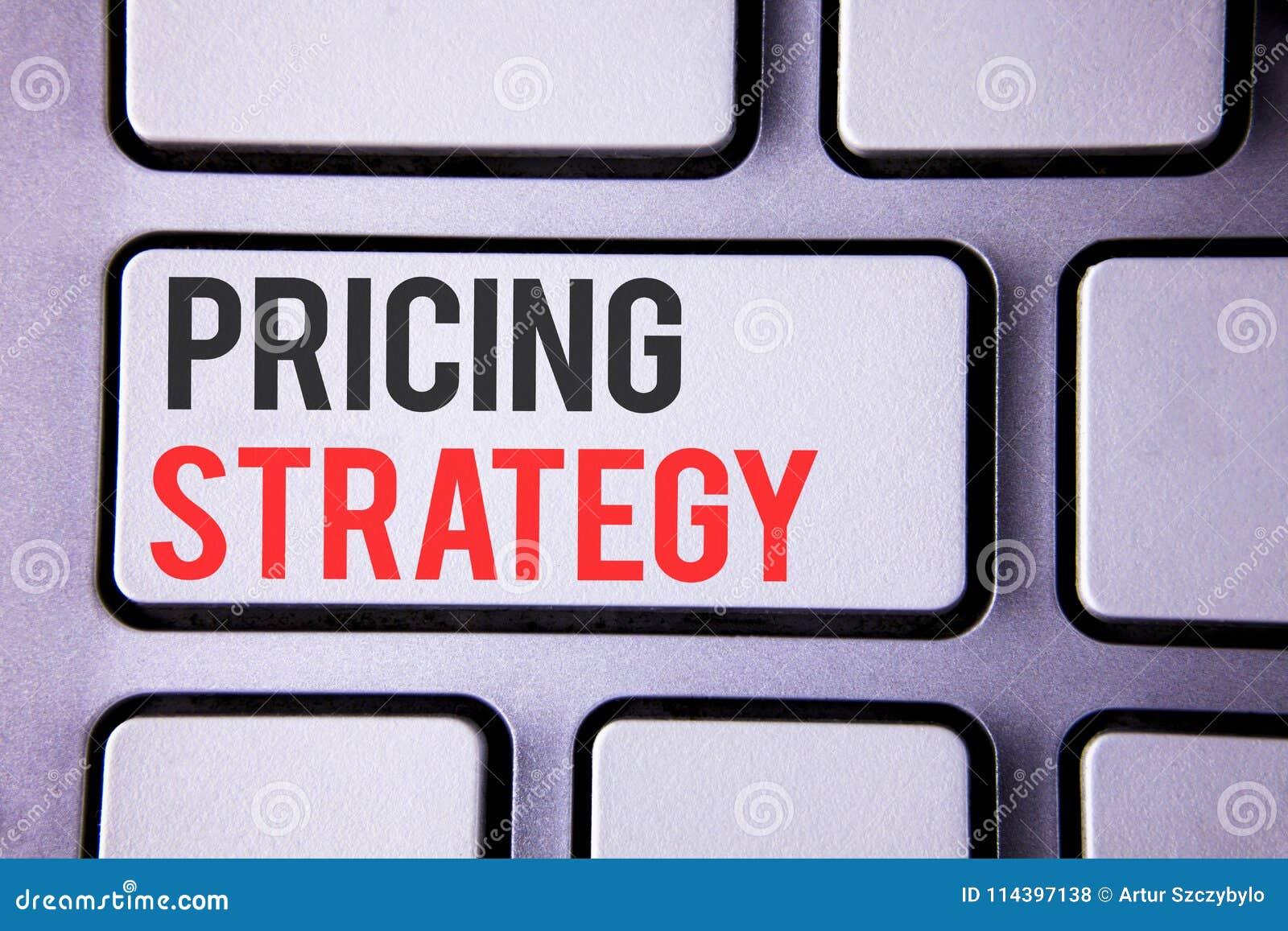手写文本订价战略 概念意思营销销售战略赢利在白色键盘写的促进竞选活动