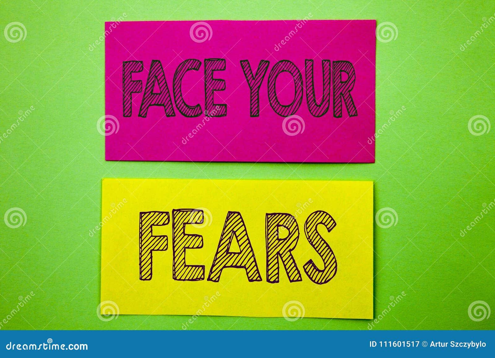 手写显示面孔您的恐惧的公告文本 概念性书面的照片挑战恐惧Fourage信心勇敢的勇敢