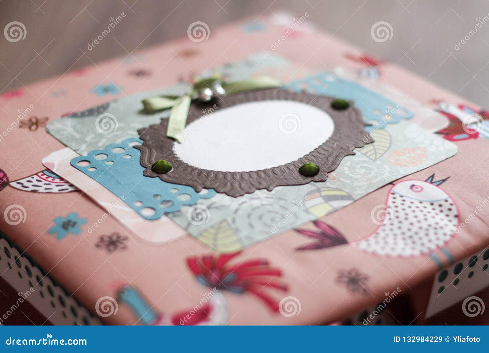 手工制造五颜六色的小箱 多彩多姿的布料