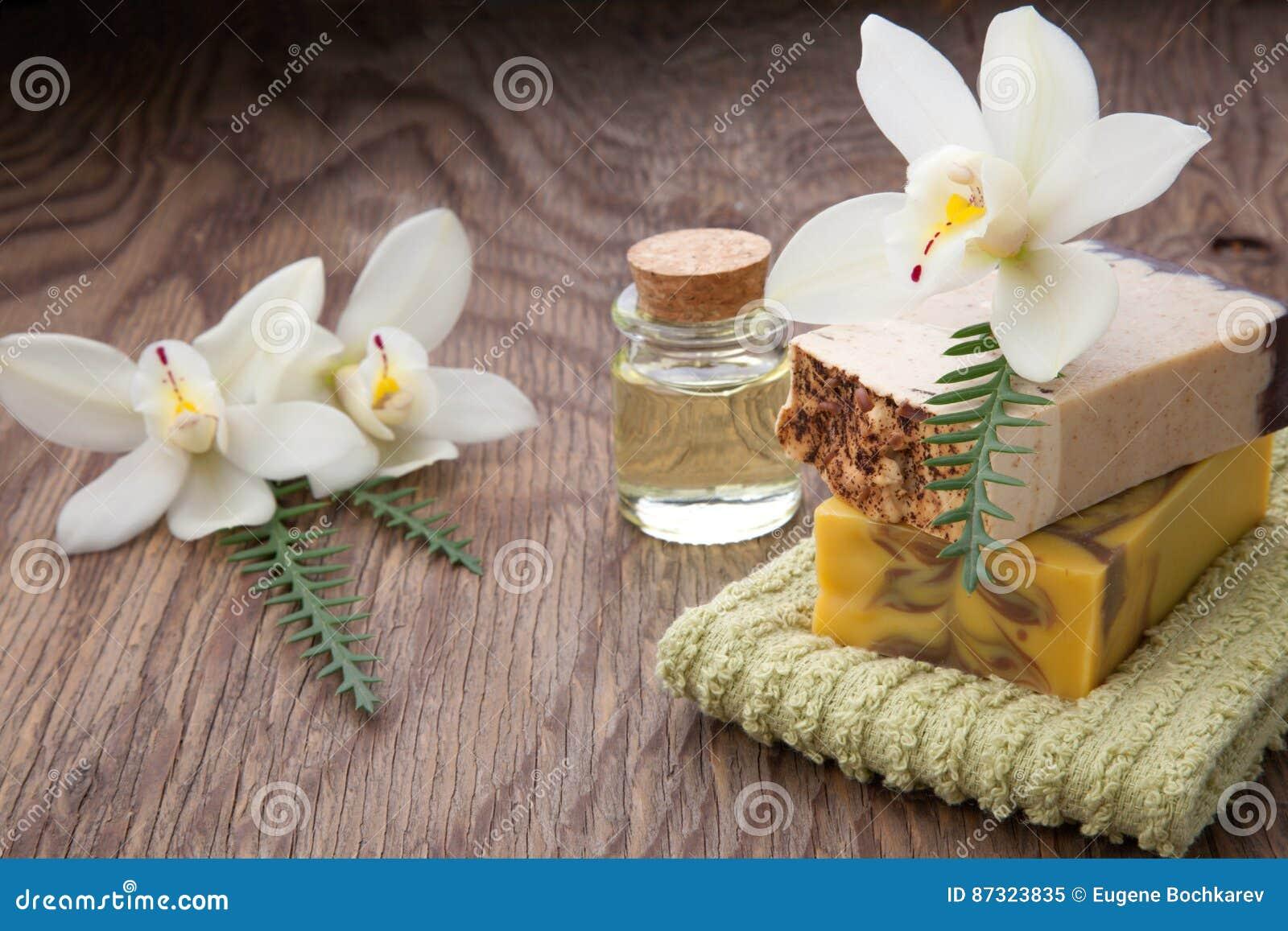 手工制造有机肥皂和兰花