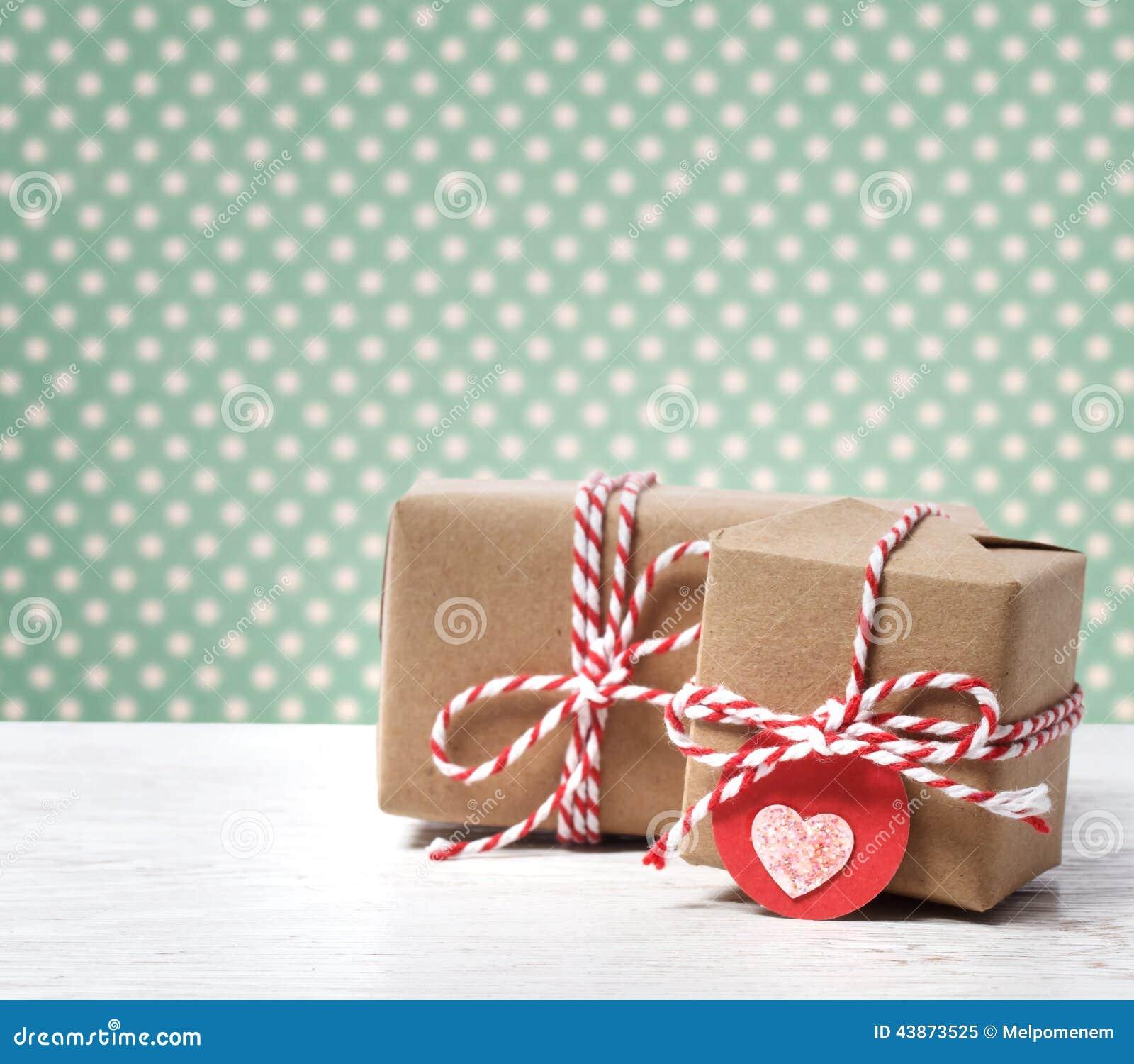 库存照片: 手工制造礼物盒图片