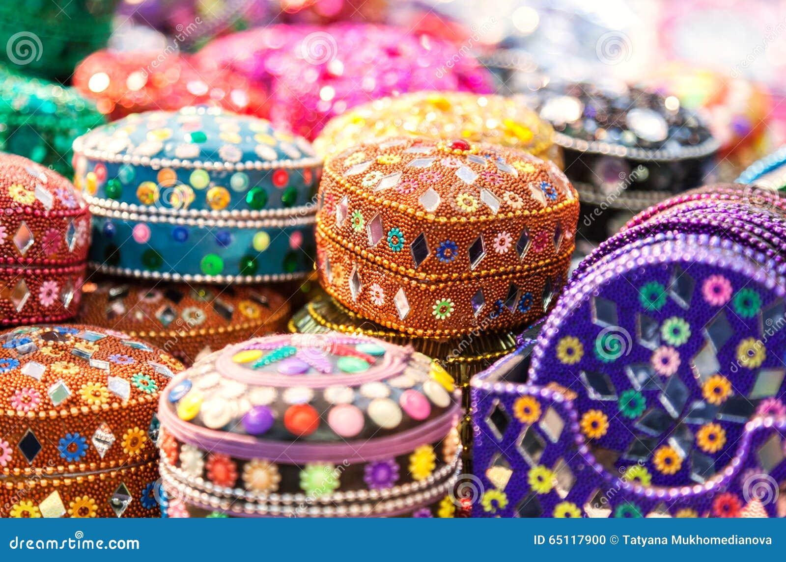 手工制造 在印地安marke的各种各样的另外五颜六色的小箱