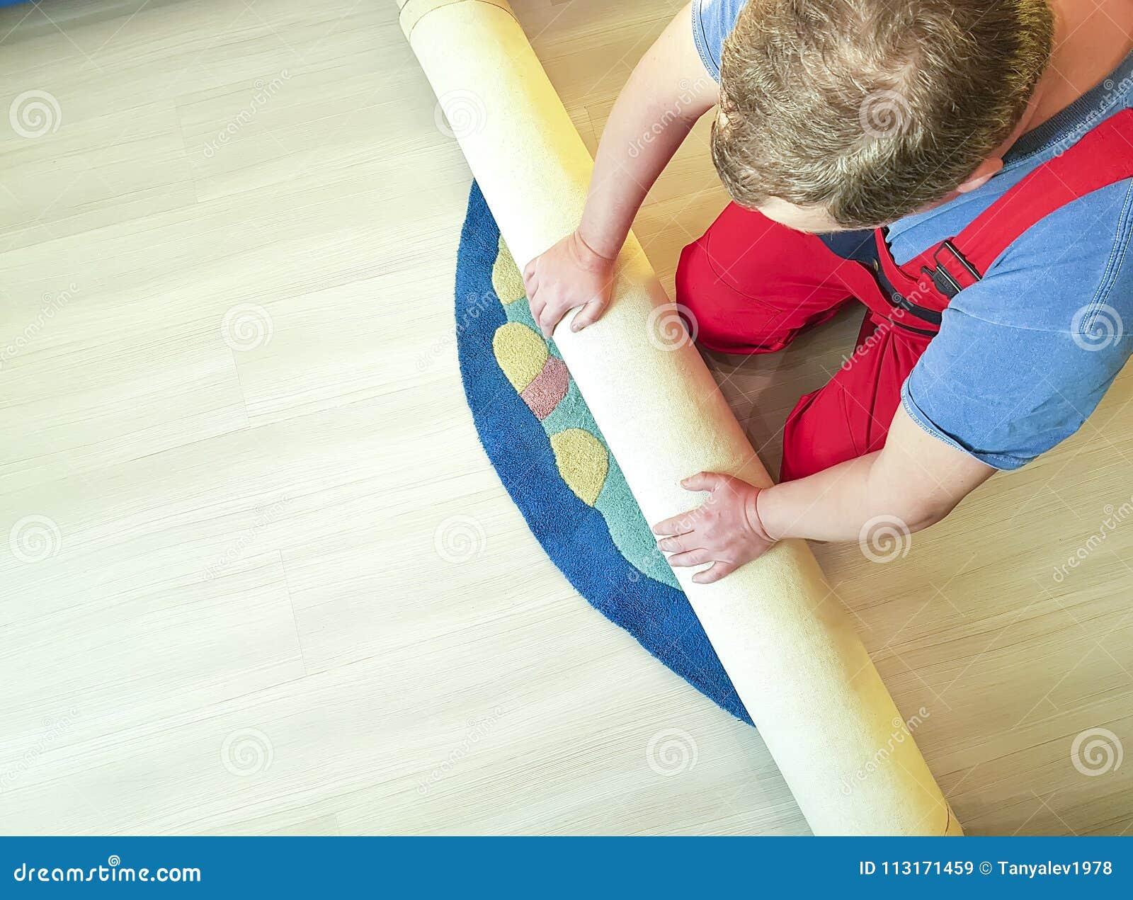 手工,可折叠在房子的地板上的工作地毯