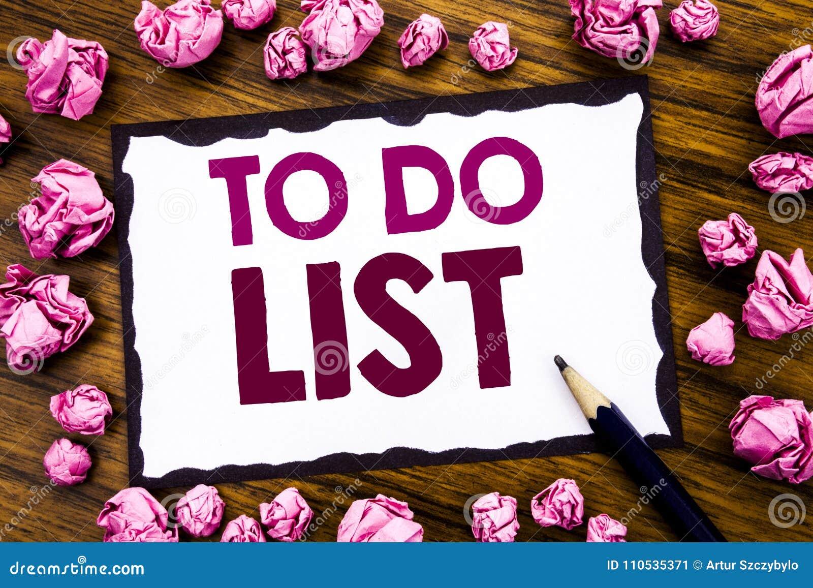 手文字文本显示说明的启发做名单计划的企业概念列出在稠粘的便条纸写的Remider, wo
