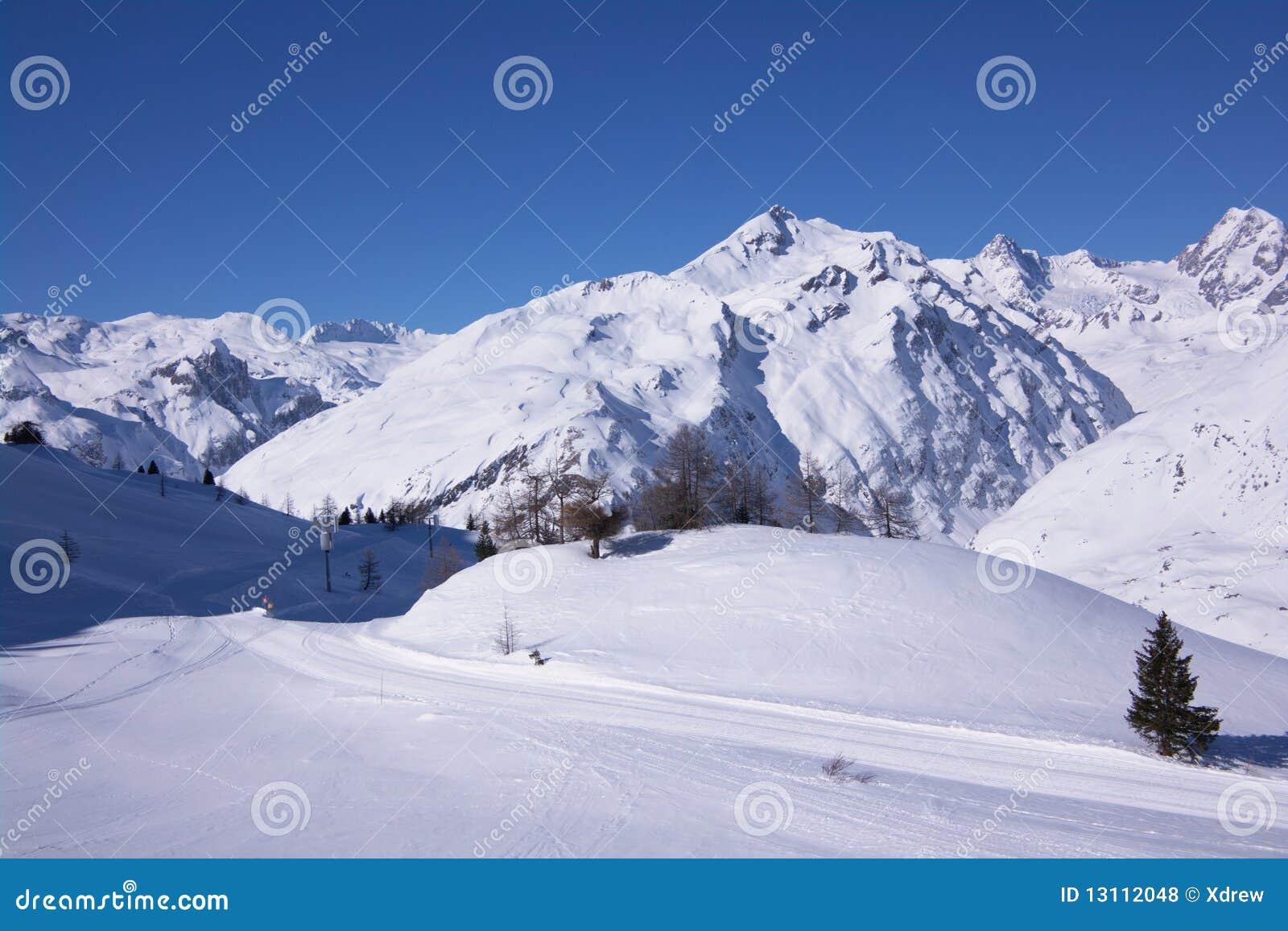 高山阿尔卑斯欧洲法国山区度假村滑雪雪视图冬天.图片