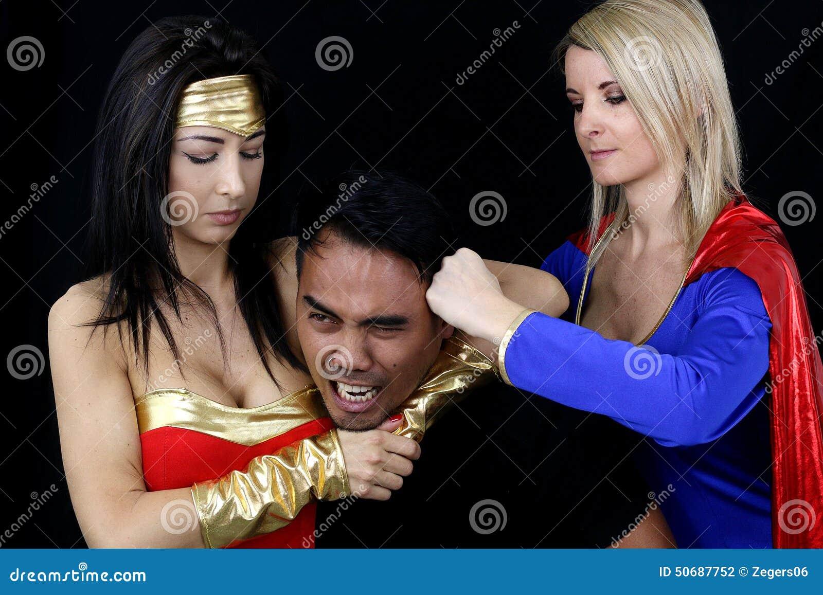 Download 打一个人的两名妇女 库存照片. 图片 包括有 超级英雄, 次幂, 妇女, 叛乱, 复仇, 吓呆, 女权主义 - 50687752