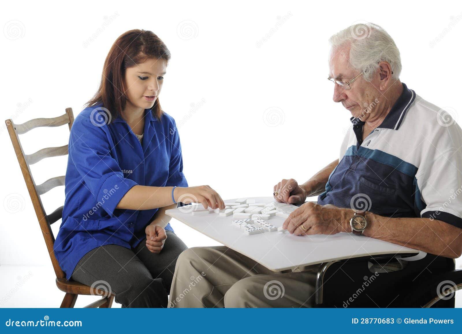 打与年长的人的比赛