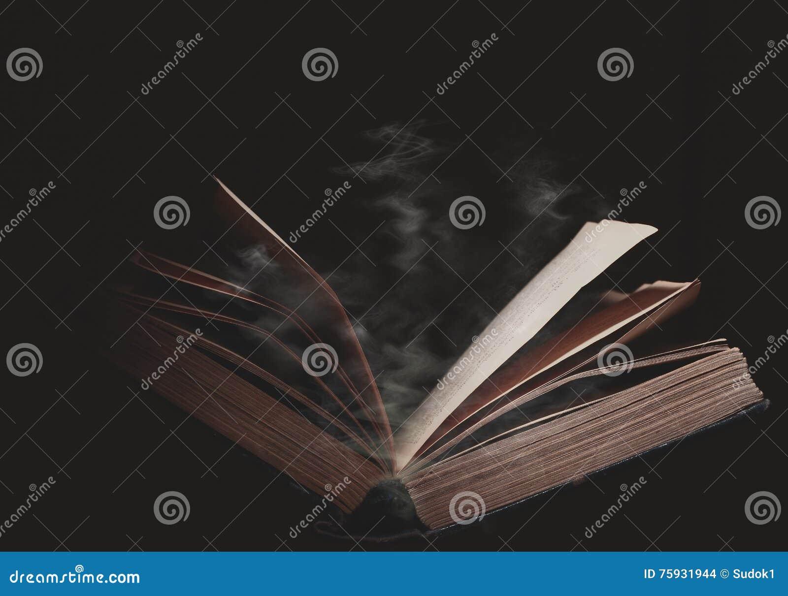 打开在不可思议的阴霾的书
