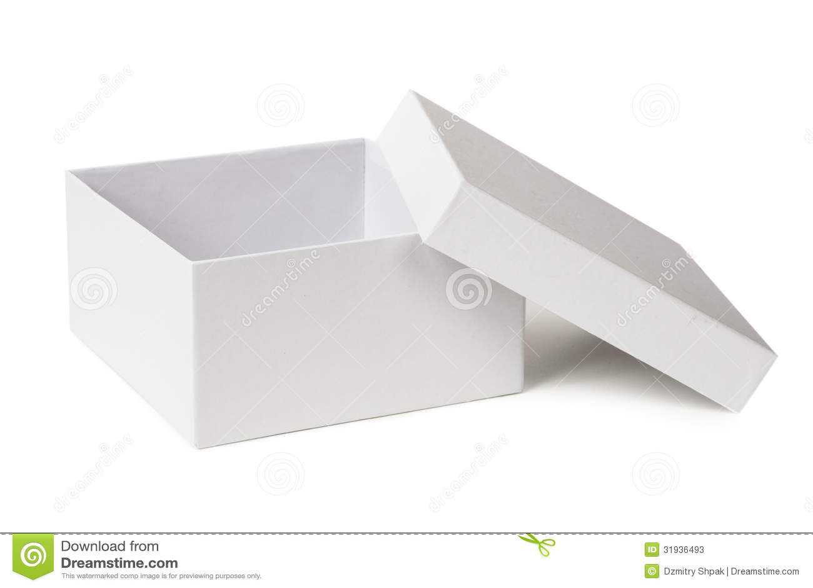 打开在白色隔绝的箱子