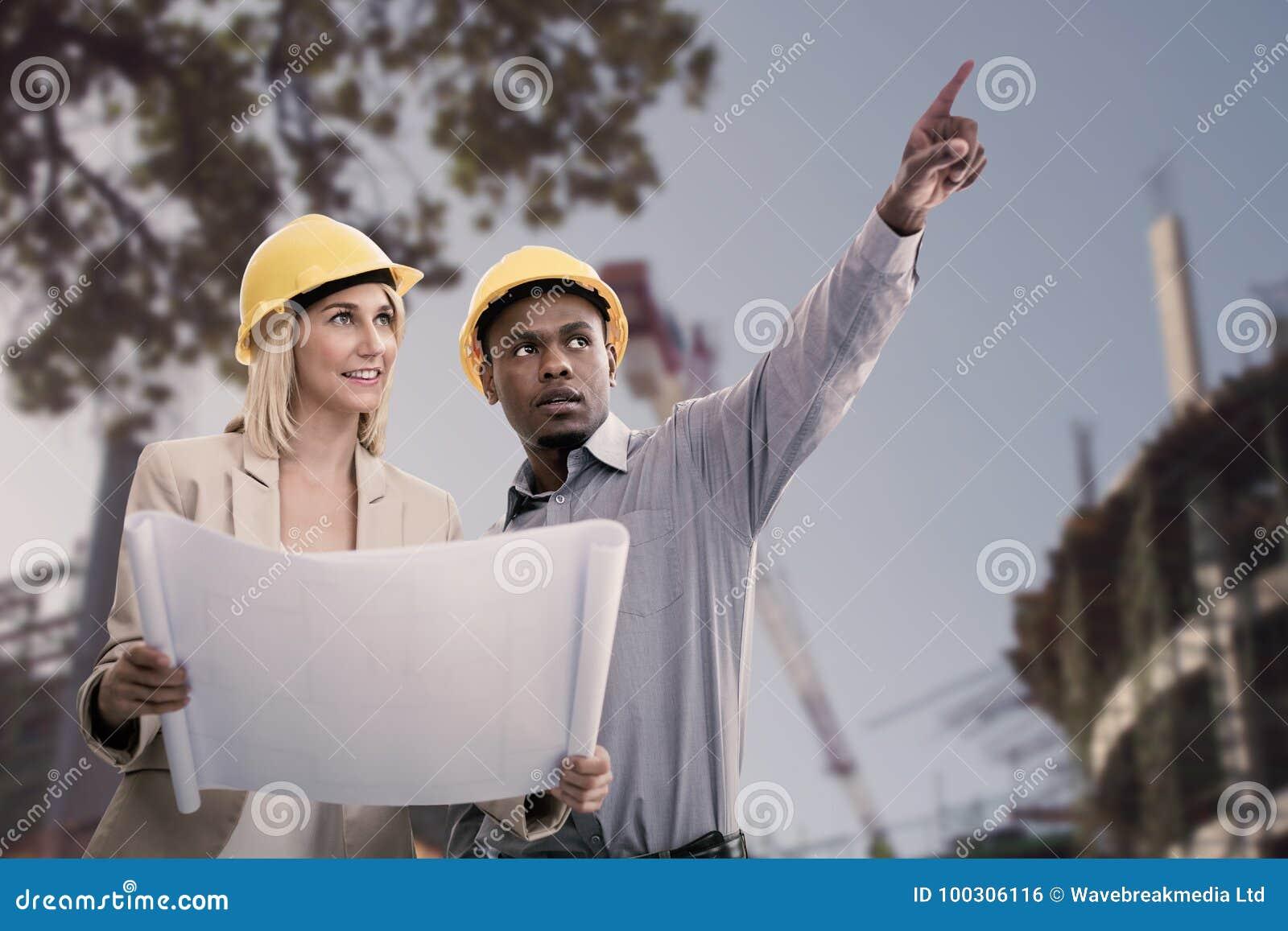 打手势人的综合的图象,当站立与女性建筑师时