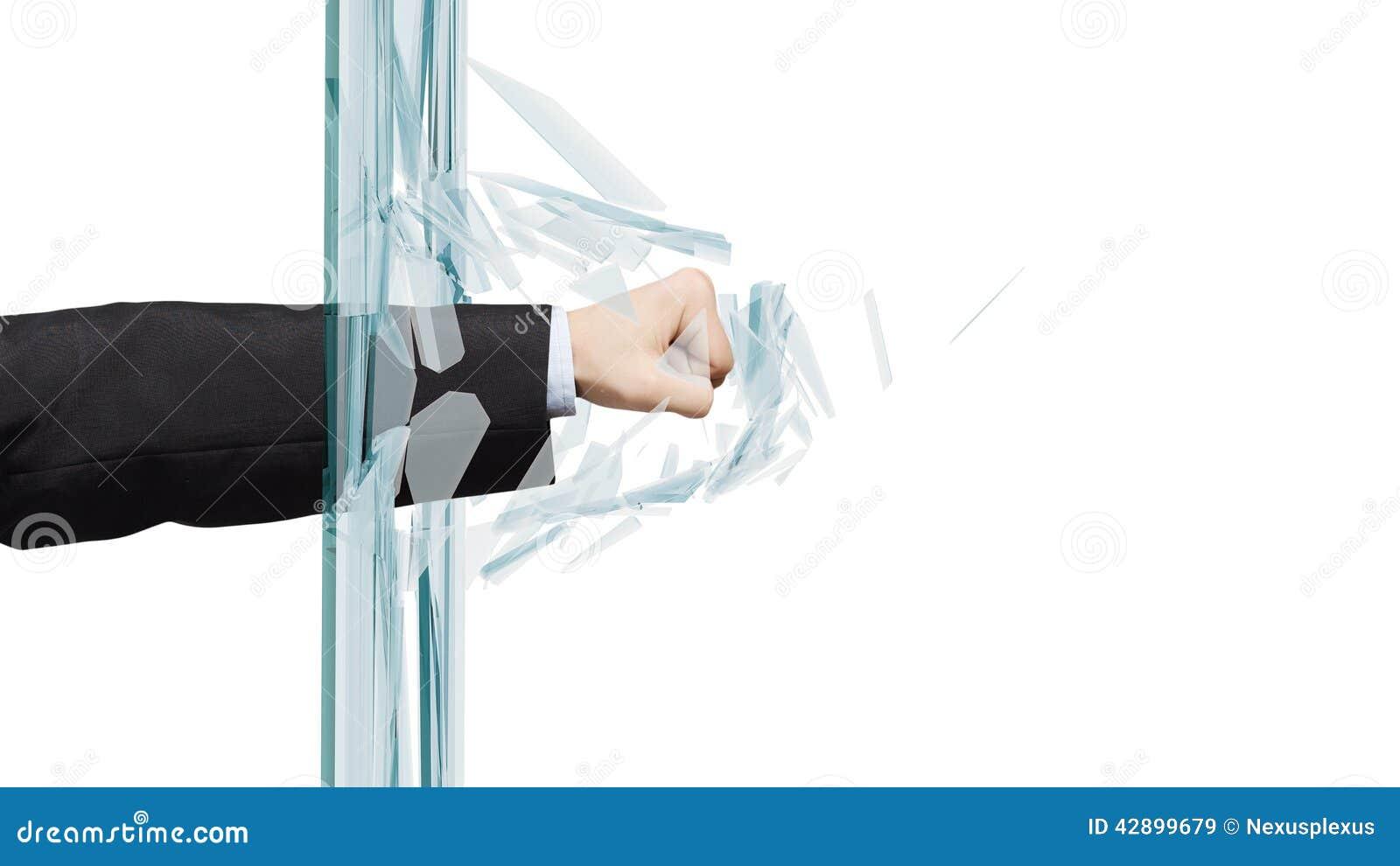 打破玻璃的人库存图片. 图片包括...