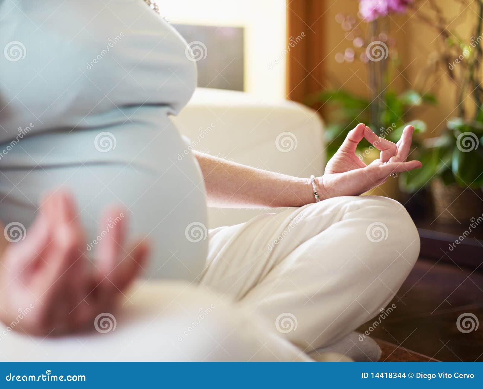 执行家庭孕妇瑜伽