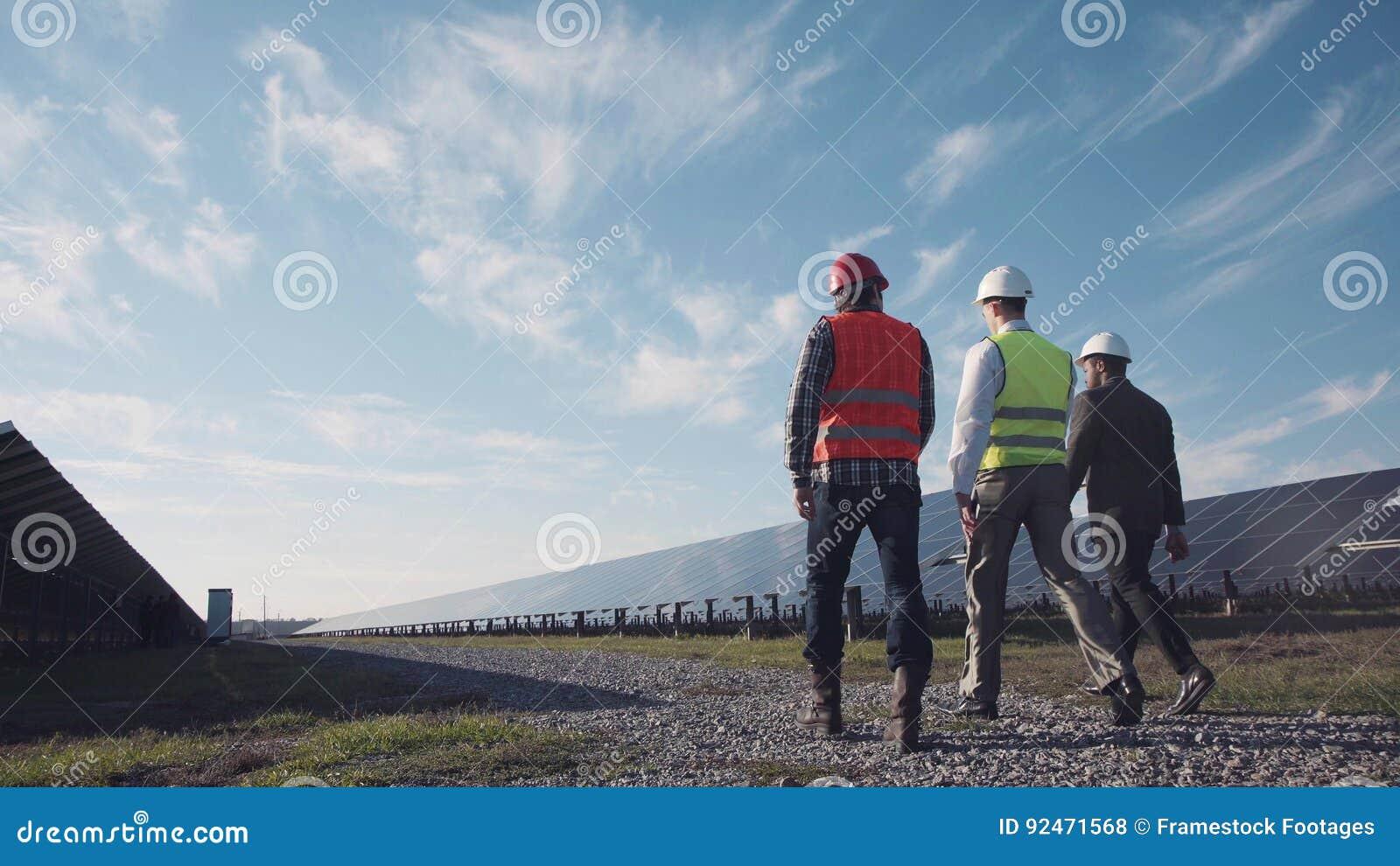 技术员走与工作员和投资者