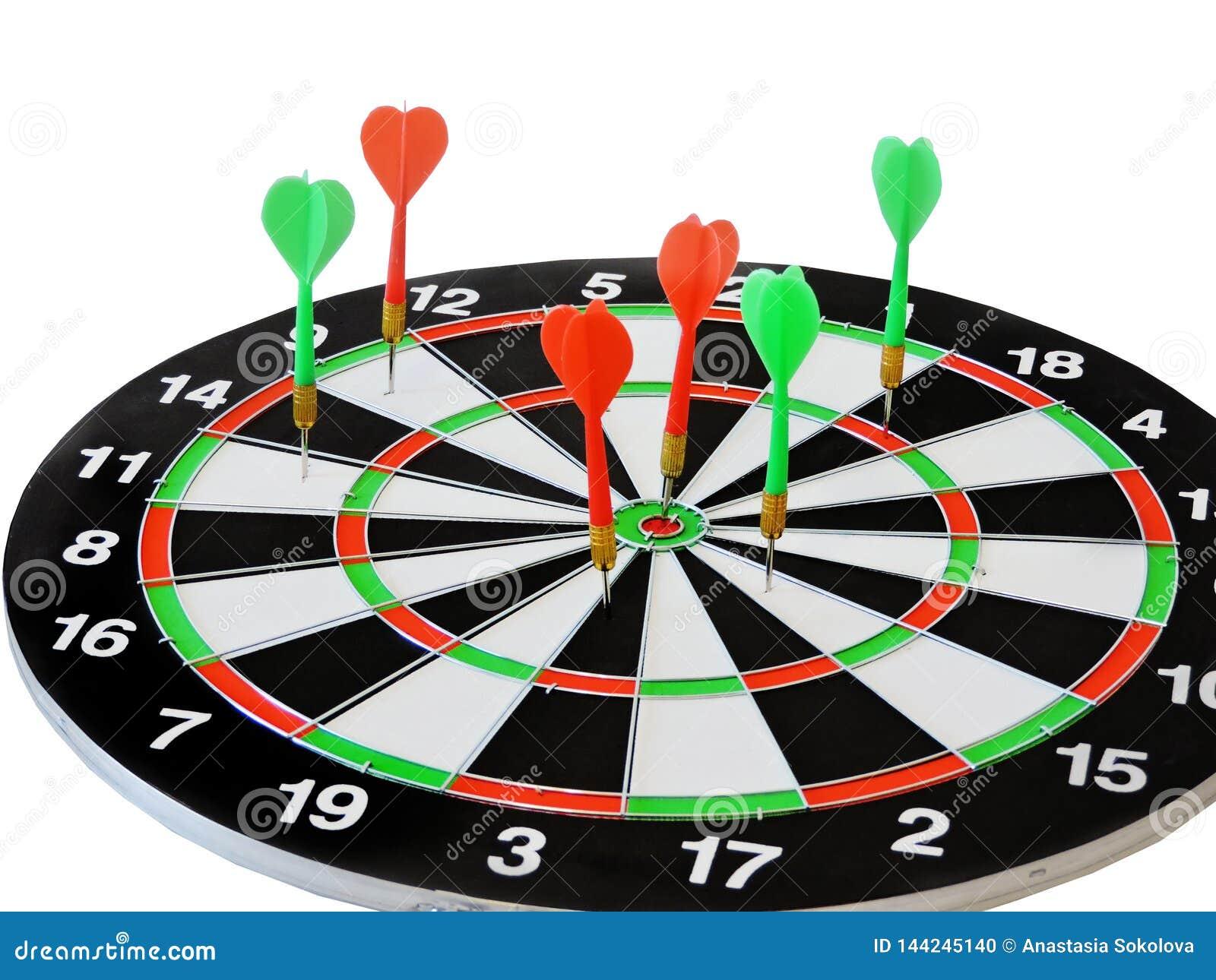 投掷击中在掷镖的圆靶的目标中心的箭头 击中目标目标目标成就概念背景的成功 箭和dar