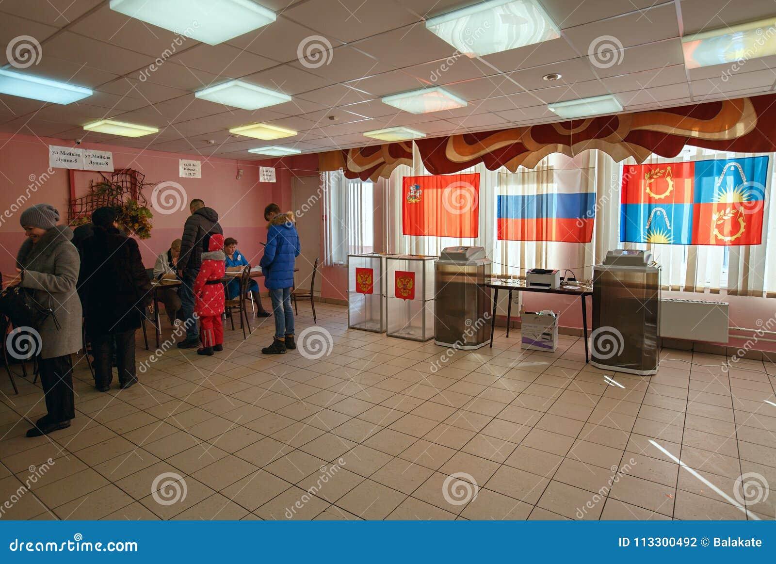 投票站在用于2018年3月18日的俄国总统选举的学校 市Balashikha,莫斯科地区,俄罗斯