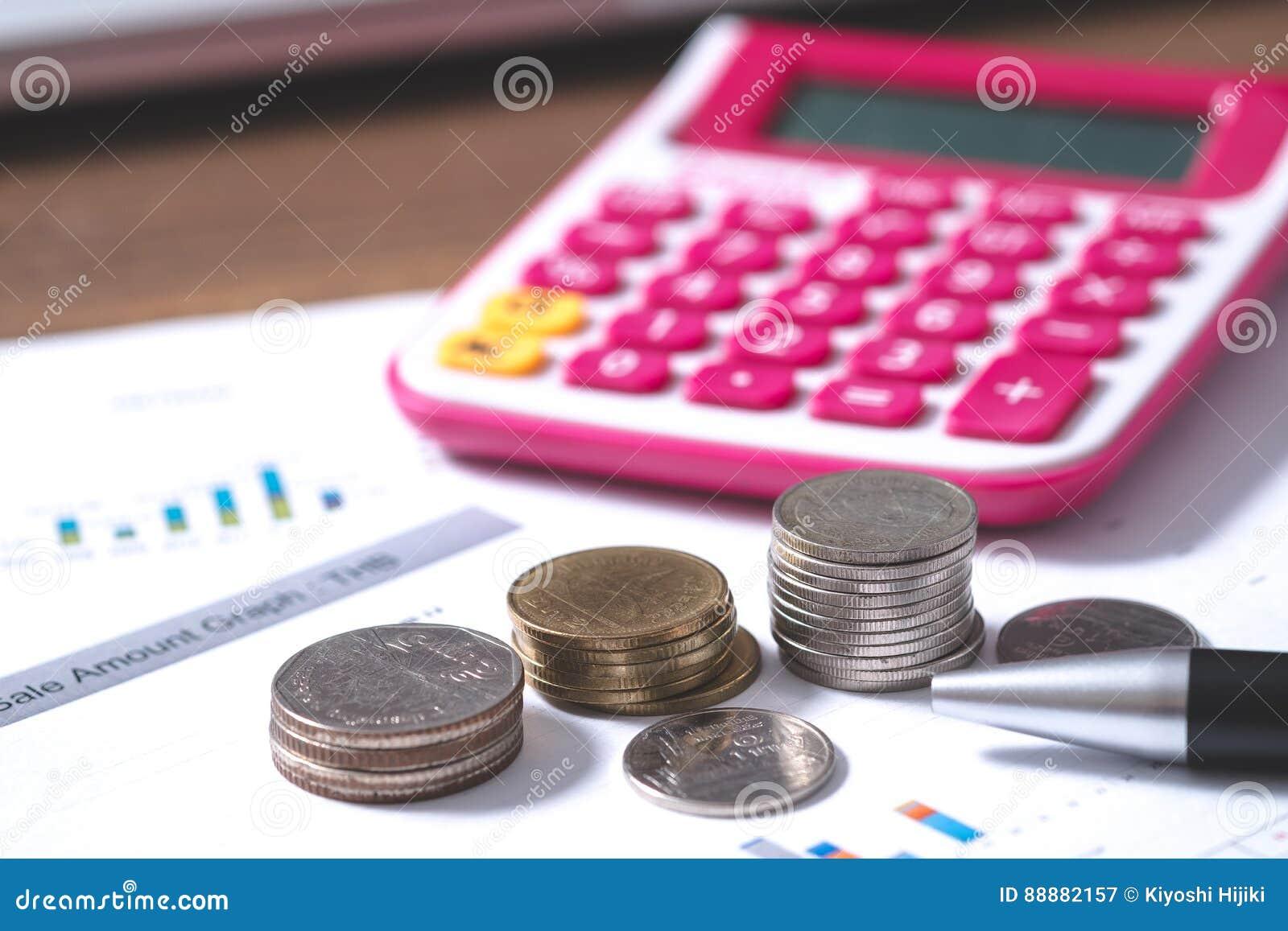 投资,企业概念,在书桌上的金钱