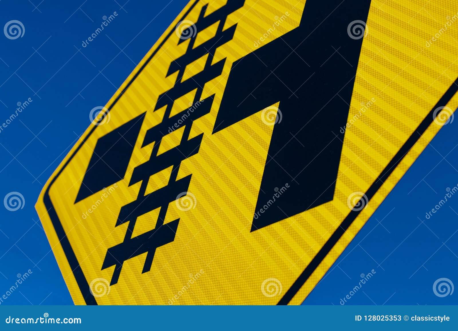 抽象平交道口标志在角度