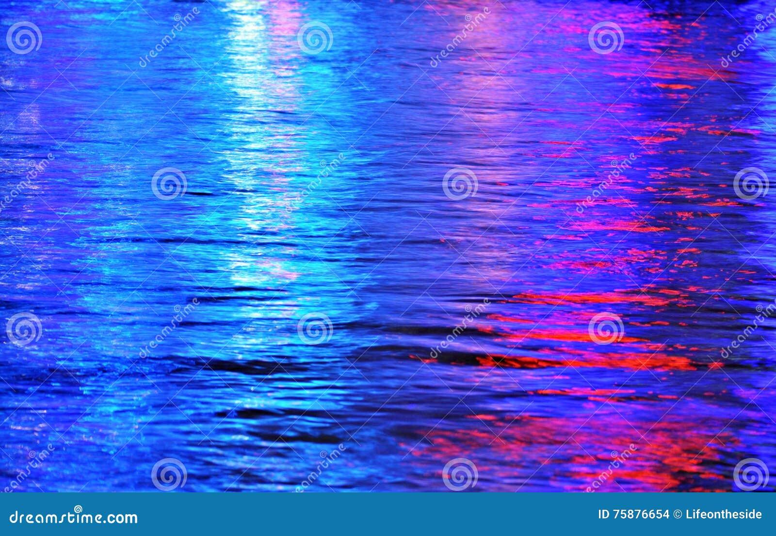 抽象背景上色彩虹色的多彩多姿的水
