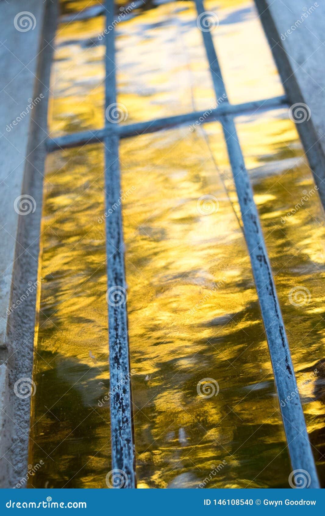 抽象自然反射黄色日落
