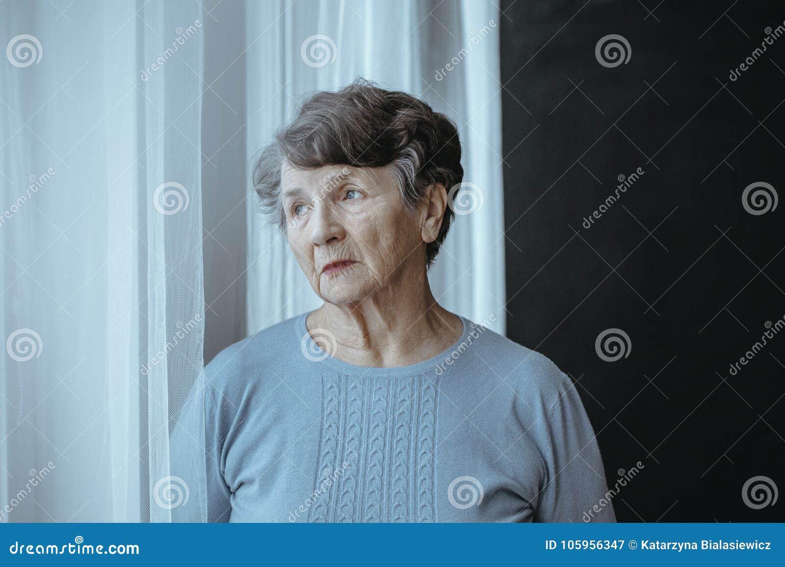 担心的祖母以阿耳茨海默氏` s疾病