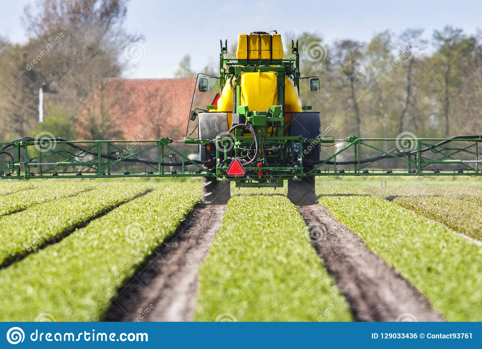 拖拉机死landbouwgif spuit,拖拉机喷洒的杀虫剂